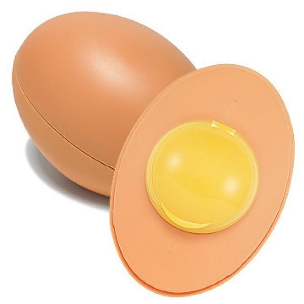 очищающая пенка для лица holika holika  smooth egg skin cleansing foamSmooth Egg Skin Cleansing Foam.&amp;nbsp;Очищающая пенка для лица<br><br>Гладкая и чистая, как скорлупа белоснежного яйца, кожа – предмет гордости многих кореянок. Чтобы добиться этого, они трепетно ухаживают за кожей лица, используя специальные косметические средства, эффективно выравнивающие и отбеливающие кожу.<br><br>Одно из таких средств – мягкая пенка для умывания. Она удаляет с поверхности кожи все виды загрязнений, не стягивая и не вызывая дискомфорта. В составе пенки экстракт яйца, богатый витаминами А, B, Е, РР и К, а также источник фолиевой кислоты, кальция, калия и других не менее полезных для красоты и здоровья кожи компонентов.<br><br>Пенка с яичным экстрактом подходит для кожи любого типа, но особенно рекомендуется для жирной и проблемной, так как оказывает противовоспалительное действие, сужает поры, регулирует работу сальных желез. Мельчайшие частички порошка яичной скорлупы служит деликатным эксфолиантом, который позволяет эффективно очистить кожу не только от загрязнений, но и от слоя омертвевших клеток, благодаря чему она становится гладкой и шелковистой.<br><br>Не менее полезна пенка и для сухой, дряблой кожи, так как яичный экстракт обеспечивает кожу оптимальным питанием и увлажнением, смягчает и тонизирует кожу, восстанавливает защитные функций кожи, оберегает от негативного воздействия окружающей среды. Кроме того, пенка стимулирует регенерацию и обновление кожи, мягко осветляет пигментацию. При регулярном применении пенкикожа становится гладкой, упругой, изысканно-матовой.<br><br>Способ применения: Вспенить средство и массирующими движениями нанести на кожу лица, затем ополоснуть теплой водой.<br><br>Объем: 140 мл<br>