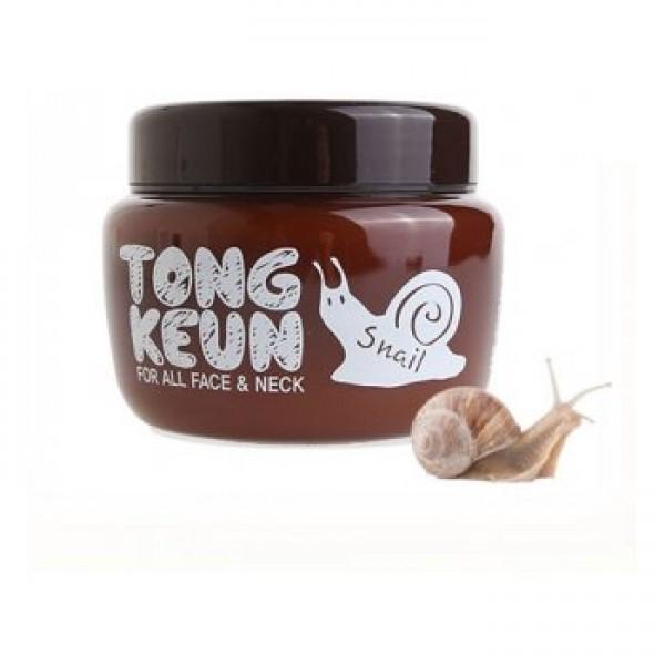 крем с экстрактом слизи улитки baviphat urban dollkiss tongkeun snail creamАнтивозрастной крем для разглаживания морщин, повышения упругости кожи, для ее осветления и оздоровления. Эффект омоложения достигается при регулярном применении крема, а сразу после нанесения он увлажняет и успокаивает кожу, ускоряет заживления воспалений.<br><br>Муцин улитки, которого в составе крема 15%, содержит витамины и аминокислоты, коллаген и эластин, аллантоин, хитозан и гликолевую кислоту, которые способны в достаточно короткие сроки восстановить поврежденную кожу, одновременно ухаживая за ней. <br><br>Улиточный муцин оказывает мощное обновляющее действие на клеточном уровне, он способствуют синтезу новых соединительных тканей, интенсивно увлажняет, способствует уменьшению глубины морщин, повышает эластичность и упругость кожи, ускоряет заживление поврежденных тканей и предупреждает появление келоидных рубцов и шрамов, осветляет пигментацию и пост-акне, защищает от повреждения УФ-излучением, замедляет старение кожи. <br><br>Также в составе крема комплекс мощных антивозрастных и оздоравливающих компонентов: <br><br>Гидролизованный коллаген – обеспечивает прочность, эластичность и молодость тканей. Крем с коллагеном поддерживают кожу в натянутом состоянии и защищает ее от образования морщин, а также восстанавливает и тонизирует соединительные ткани. Благодаря прекрасной влагоудерживающей способности, коллаген поддерживает длительную увлажненность кожи.<br><br>Ниацинамид – способствует уменьшению существующих пигментных пятен и предупреждает появление новых, устраняет покраснения, запускает процессы клеточного обновления. <br><br>Аденозин – регулирует многие физиологические процессы в тканях, участвует в передаче энергии, увеличивает производство коллагена и эластина в коже. Кроме того, аденозин не разрушается под воздействием тепла и света, поэтому его активно применяют как высокоэффективное средство для уменьшения возрастных морщин и разглаживания рельефа кожи. <br><br>Алоэ вера – г