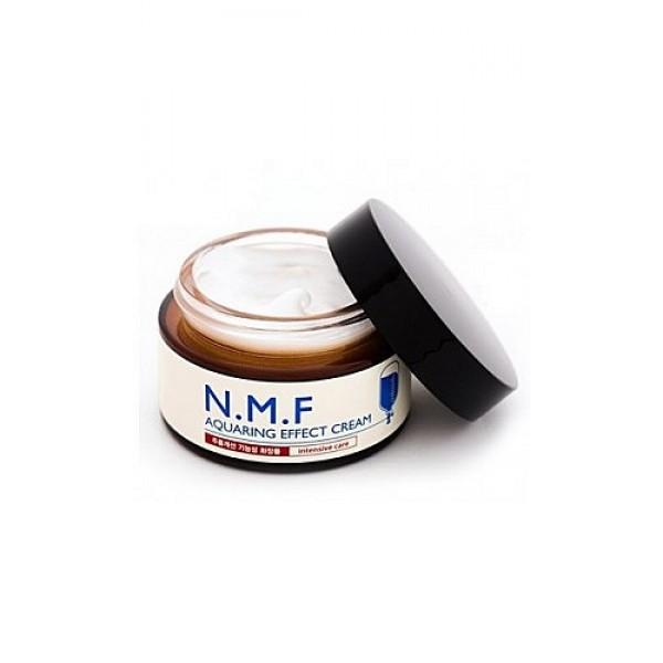 крем для лица увлажняющий с n.m.f. beauty clinic n.m.f. aquaring effect creamN.M.F. Aquaring Effect Cream. Крем для лица увлажняющий с N.M.F. содержит и другие увлажняющие и подтягивающие компоненты, такие как глубинная морская вода, гиалуроновая кислота, экстракты древесного гриба, сахарного клена, меда, центеллы азиатской. Крем интенсивно увлажняет,&amp;nbsp; подтягивает и питает кожу, придает ей свежий вид. Способствует разглаживанию морщин. <br><br><br>&amp;nbsp;&amp;nbsp;&amp;nbsp; NMF (натуральный увлажняющий фактор) - это сложный комплекс молекул в роговом слое кожи, который способен притягивать и удерживать влагу, обеспечивать упругость и плотность рогового слоя кожи. В состав NMF входят низкомолекулярные пептиды, карбамид, пирролидонкарбоновая кислота, аминокислоты и т. д. При недостаточности увлажняющего фактора происходит обезвоживание эпидермиса.<br><br>&amp;nbsp;&amp;nbsp;&amp;nbsp; Глубинная морская вода содержит большое количество питательных веществ&amp;nbsp; и&amp;nbsp; 70 видов минералов, которые активно увлажняют кожу, придают ей здоровый вид, делают цвет кожи более естественным, выравнивают ее тон.<br><br>&amp;nbsp;&amp;nbsp;&amp;nbsp; Экстракт клена сахарного ускоряет процесс обновления клеток, устраняет омертвевшие клетки эпидермиса и делает кожу более гладкой и свежей. &amp;nbsp;<br><br><br><br>Способ применения: нанесите на очищенную кожу лица и шеи на завершающем этапе ухода за лицом. Крем можно использовать утром и/или вечером. Благодаря легкой текстуре и быстрому впитыванию подходит как основа для макияжа.<br>&amp;nbsp;<br>Меры предосторожности: при покраснении, зуде, раздражении после применения прекратите использование средства и проконсультируйтесь с врачом-дерматологом. При попадании в глаза сразу же промойте их водой. Храните в недоступных для детей местах. Не храните в местах повышенных/пониженных температур, избегайте попадания прямых солнечных лучей.<br>&amp;nbsp;<br>Состав: вода, цетил этилгексаноат, глицерин, морская вода, каприл