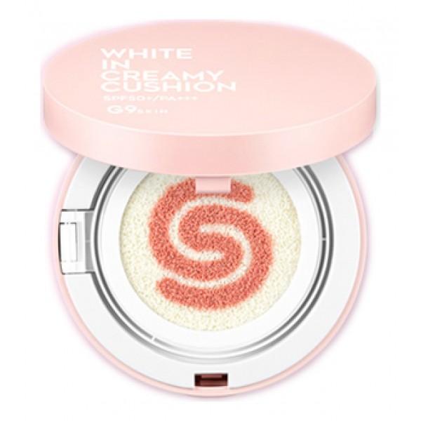 средство тональное компактное berrisom g9 white in creamy cushion spf 50+/pa+++G9 White in Creamy Cushion SPF 50+/PA+++. Средство тональное компактное&amp;nbsp;SPF 50+/PA+++<br><br>Для тех, кто мечтает о ровной, изысканно-матовой светлой коже без пигментации и покраснений предназначен осветляющий крем с молочными протеинами BERRISOM G9 White In Whipping Cream. Однако, если вы его только начали использовать и кожа лица пока еще далека от мечты, замаскировать различные несовершенства и выровнять тон поможет компактное тональное средство. Средство представляет собой сочетание осветляющей солнцезащитной базы и розового увлажняющего праймера.<br><br>Кушон с кремовой текстурой прекрасно распределяется по коже, создает естественное покрытие, которое маскирует темные круги и покраснения, мелкие морщинки и расширенные поры. После нанесения средства тон кожи становится ровным, лицо обретает свежесть, предупреждается появление жирного блеска.<br><br>В составе средства мощный антивозрастной и осветляющий комплекс.<br><br>Экстракт молочных протеинов оказывает мощное регенерирующее, увлажняющее, смягчающее действие, глубоко питает. Воздействуя на кожу, молочные протеины обновляют эпидермис, так как стимулируют процесс роста молодых клеток, а также активируют синтез коллагена. Кроме того, молочные протеины обладают противовирусными и противомикробными свойствами. Молочные протеины хорошо усваиваются кожей и при регулярном применении крема она становится гладкой, бархатистой и упругой.<br><br>Ниацинамид способствует осветлению пигментных пятен, корректирует неровный тон кожи, смягчает следы постакне и поствоспалительную гиперпигментацию. Обеспечивает мощное клеточное обновление кожи, предотвращает потерю влаги. Является сильным антиоксидантом, защищающим кожу от агрессивного воздействия ультрафиолета и свободных радикалов.<br><br>Аденозин наполняет клетки кожи энергией, стимулирует синтез коллагена и эластина, смягчает и подтягивает кожу, восстанавливает ее после воздействия ультра