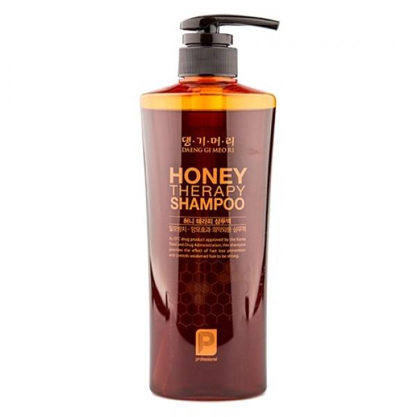 шампунь с пчелиным маточным молочком daeng gi meo ri professional honey therapy шампуньDaeng Gi Meo Ri Honey Therapy Shampoo - Шампунь с пчелиным маточным молочком<br><br>Высокая концентрация экстракта жень-шеня улучшает циркуляцию крови и обменных процессов, укрепляя корни и препятствуя выпадению. Шампунь оказывает тонизирующее действие, придает силу и прочность ослабленным волосам. В состав входит сложный сбалансированный комплекс натуральных экстрактов (алоэ вера, зеленый чай, аир тростниковый, медовый комплекс и др.), который обеспечивает бережный уход как за волосами, так и за кожей головы. Без красителей<br><br>Уникальная косметическая продукция Тенги Мори производится на основе экстрактов восточных лечебных трав по технологии, основанной на народных рецептах изготовления косметики в Корее.&amp;nbsp;<br><br>Состав: Water, Sodium laureth sulfate, Ammonium Lauryl Sulfate, Cocamidopropyl Betaine, Chrysanthemum Sibiricum Extract, Dimethicone(and)TEA-dodecylbenzenesulfonate, Tetrasodium EDTA, Glycerin, Biota Orientalis Leaf Extract, Morus Alba Bark Extract , Houttuynia Cordata Extract , Polygonum Multiflorum Root Extract, Fragrance, Sodium Chloride, Zinc Pyrithione, Cocamide MEA, Panthenol, Artemisia Vulgaris Extract, Rehmannia Glutinosa Root Extract, Alcohol, Methylparaben, Hydroxypropyl Guar, Hydroxypropyltrimonium Chloride, Sodium Citrate, Salicylic Acid, Menthol, Disodium EDTA, Polygonum multiflorum root extract,Panax Ginseng root Extract,Rehmannia Glutinosa Root Extract,Ophiopogon Japonicus Root Extract,Asparagus Lucidus Root Extract, Poria Cocos Root Extract,Foeniculum Vulgare (Fennel) Fruit Extract, Panax Ginseng Root Extract, Aloe barbadensis leaf extract, Camellia Sinensis Leaf Extract, Acorus Calamus Root Extract, Camellia Japonica Seed Oil, Rosa Canina Flower Oil, Safflower Oil, Methylchloroisothiazolinone, Methylisothiazolinone.<br><br>Применение: Нанесите небольшое количество шампуня на влажные волосы. Помассируйте несколько минут круговыми движениями,