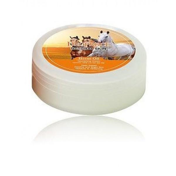 крем для лица и тела на основе лошадиного жира deoproce natural skin horse oil nourishing creamNatural Skin Horse Oil Nourishing Cream. Крем для лица и тела на основе лошадиного жира<br><br>Крем с глубоким питательным действием. Сухая, огрубевшая, вялая и тусклая кожа – со всем этим справится крем, в составе которого лошадиный жир, а также натуральное масло кокоса.<br><br>Лошадиный жир идеально воспринимается кожей человека, так как похож с ней по своему структурному составу. Лошадиный жиром великолепно питает кожу, смягчает ее и защищает от обезвоживания, восстанавливает поврежденные участки и устраняет шелушения. Также он усиливает защитные функции кожи и ее способность противостоять агрессивному воздействию свободных радикалов, неблагоприятных факторов внешней среды, препятствует обветриванию и обморожению.<br><br>Масло кокоса оказывает интенсивное питательное, смягчающее и увлажняющее действие, образует невидимую защитную пленку, поддерживающую оптимальный баланс влажности в коже. Масло помогает устранить сухость и шелушения, оберегает кожу от огрубения, способствует разглаживанию неглубоких морщинок, повышает тонус, упругость и эластичность кожи.<br><br>Способ применения: Нанести на очищенную кожу легкими массирующими движениями.<br><br>Объем: 100 мл<br>
