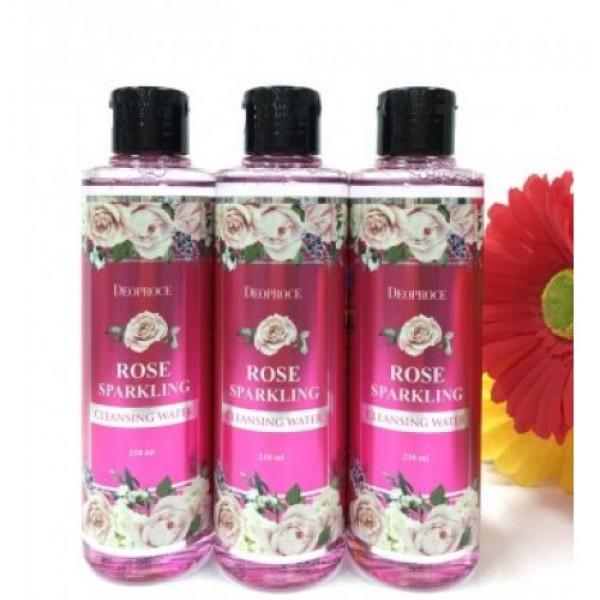 вода очищающая с экстрактом розы deoproce rose sparkling cleansing waterRose Sparkling Cleansing Water. Вода очищающая с экстрактом розы<br><br>Легкое, ароматное, эффективное и необычайно полезное средство для очищения кожи лица. Очищающая вода удаляет с поверхности кожи загрязнения, делает поры более чистыми, а также позволят снять макияж. Гипоаллергенное средство подходит для кожи любого типа, не повреждает ее липидный барьер, позволяет поддерживать оптимальный pH-баланс.<br><br>В составе очищающего средства гидролат розы - розовая вода, которая обеспечивает великолепный уход за сухой и зрелой кожей, благодаря чему она становится увлажненной, более упругой и эластичной, выравнивается цвет лица, а также становятся менее выраженными морщины.<br><br>Незаменима розовая вода и для гиперчувствительной, истонченной, а также подверженной различным аллергическим реакциям кожи. Она успокаивает кожу, ускоряет процессы регенерации и заживление воспалений, помогает уменьшать гиперемию и купероз, тонизирует и освежает кожу.<br><br>Способ применения: Смочить средством ватный диск и протерерть им лицо.<br><br>Объем: 210 мл<br>