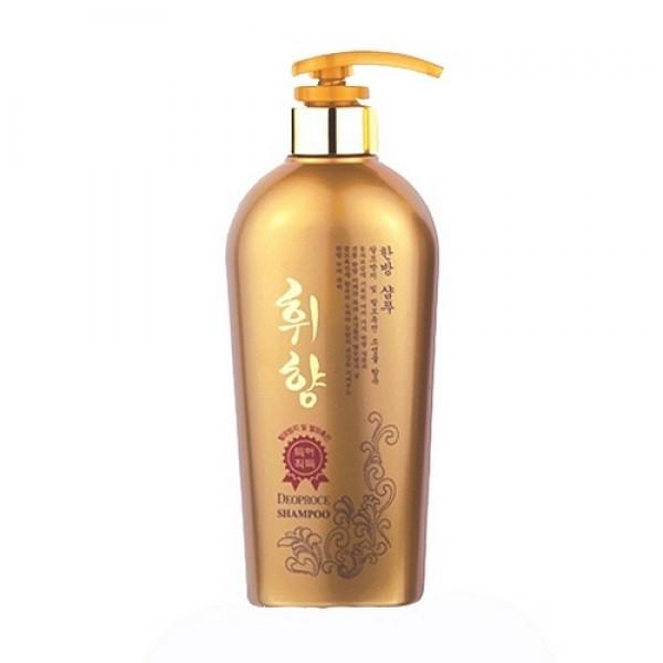 шампунь с корнем женьшеня deoproce whee hyang shampooWhee Hyang Shampoo. Шампунь с корнем женьшеня<br><br>Шампунь с корнем женьшеня укрепляет волосы, защищает от выпадения, предотвращает появление перхоти. <br><br>&amp;nbsp;<br><br>Состав богат экстрактами листьев зеленого чая, дикого шафрана, корня солодки, корня горца многоцветкового, хны, корня дудника лекарственного, корня женьшеня, портулака огородного, корня ревеня пальчатого, луковицы орхидеи фиолетовой. <br><br>&amp;nbsp;<br><br>Придает волосам объем и здоровый блеск, делает их струящимися и шелковистыми.<br><br>&amp;nbsp;<br><br>Применение: нанести на мокрые волосы, распределить по всей длине, оставить на 1-2 минуты, тщательно смыть теплой водой. Рекомендовано применять в комплексе с бальзамом.<br><br>&amp;nbsp;<br><br>Объем: 530мл<br>