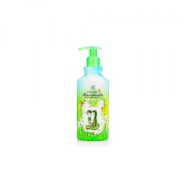 шампунь для волос и тела органическийMuscovado Anti Trouble Hair Wash. Шампунь для волос и тела органический<br><br>Для мужчин и женщин, для детей и взрослых – шампунь для ежедневного применения. Очищает волосы и кожу головы от загрязнений и кожного жира, а также оказывает оздоравливающее действие: восстанавливает структуру волос, запечатывает поврежденные участки, питает и увлажняет волосы и кожу, устраняет раздражения и перхоть, а также защищает от агрессивного воздействия внешних факторов.<br><br>&amp;nbsp;<br><br>В составе шампуня гидролизованные растительные протеины, гидролизованный коллаген, гидролизованный кератин, а также 40 натуральных растительных экстрактов.<br><br>&amp;nbsp;<br><br>Растительные протеины восстанавливают поврежденные участки волос, разглаживают и полируют их поверхность, питают, делают упругими, эластичными и блестящими, создают вокруг волоса невидимую защиту от агрессивного воздействия окружающей среды, предупреждают появление секущихся кончиков, ломкость и выпадение волос.<br><br>&amp;nbsp;<br><br>Коллаген проникает вглубь волоса и сохраняет там влагу, улучшает питание волос, восстанавливает их. Волосы приобретают эластичность и прочность, перестают электризоваться. Коллаген защищает волосы от агрессивной внешней среды (солнца, ветра, холода).<br><br>&amp;nbsp;<br><br>Кератин устраняет тусклость и ломкость волос, возвращает утраченный блеск, наполняет силой, придает объём, делает послушными.<br><br>&amp;nbsp;<br><br>Шампунь НЕ содержит SELS, SLS, парабены, силиконы, формальдегид, минеральное масло, этанол.<br><br>&amp;nbsp;<br><br>Способ применения: Нанести шампунь на влажные волосы, помассировать, затем смыть теплой водой.<br><br>&amp;nbsp;<br><br>Объём: 400 мл<br>