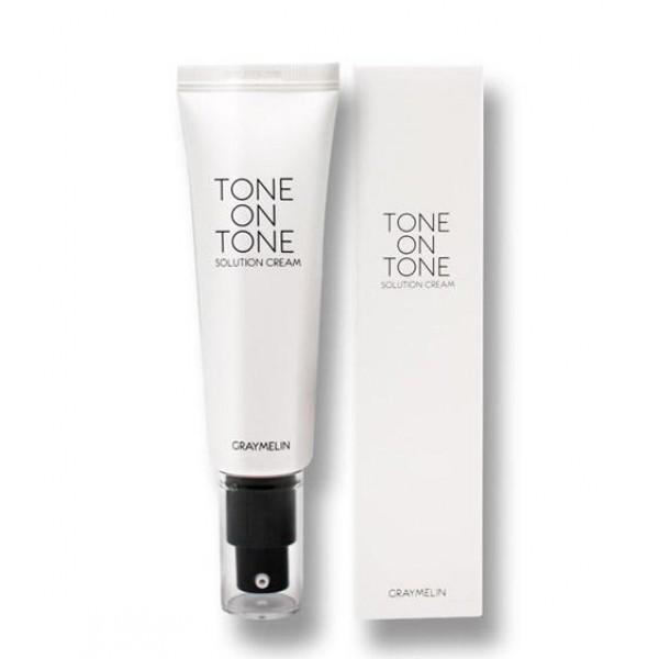 тональный крем graymelin tone on tone solution creamTone On Tone Solution Cream. Тональный крем<br><br>Тональный крем Tone on Tone сочетает в себе свойства основы под макияж и тонального крема, прекрасно скрывает несовершенства кожи, имеет легкую консистенцию.<br><br>Крем оказывает тройное действие: Увлажняет, маскирует недостатки (расширенные поры, неровный тон и текстура кожи) и матирует. Экстракты растений в составе средства оказывают комплексное воздействие на кожу: экстракт алое - увлажняет, аргановое масло - питает и повышает эластичность, масло ши способствует регенерации, гиалуроновая кислота - наполняет влагой и поддерживает оптимальный уровень увлажненности.<br><br>Тон: 23- светлый бежевый<br><br>Применение: выдавите небольшое количество крема на ладони и равномерно распределите по лицу от центра к вискам<br><br>Состав: Aloe Barbadensis Leaf Extract, Titanium Dioxide, cyclopentasiloxane, Cyclohexasiloxane, Ehtylhexyl Methoxycinnamate, Caprylic/Capric Triglyceride, Butylene glycol, Glycerin, Cetyl Ethylhexanoate, Cetyl PEG/PGG-10/1 Dimethicone, Silica, Niacinamide, Yeelow Oxide of Iron, Polyglyceryl-4 Isostearate, sorbitan Sesquioleate, sorbitan Olivate, Ceresin, Isododecane, Distearmonium Hectorite, Propylne Carbonate, Sodium Chloride, 1,2 Hexanediol, Water, Argania Spinosa Kenel Oil, sodium Hyaluronate, Red Oxide of Iron, Aluminia, Stearic Acid, Black Oxide of Iron, Caprylyl Glycol, allantoin, Propanediol, Hydrolyzed Pea Protein, Lecithin, Olea europaea (Olive) Fruit Oil, Squalane, Phytosterols, Ceramide 3, Butyrospermum Parkii (shea Butter), Centella Asiatica Extract, Glycyrrhiza Glabra (Licorice) Root Extract, Artemisia Vulgaris Extract, Vaccinum Angustifolium (Blueberry) Fruit Extract, Ginkgo Biloba Leaf Extract, Rosa Canina Fruit Oil, Adenosine, Fragrance<br><br>Меры предосторожности: Только для наружного применения. Избегать попадания в глаза. При попадании в глаза немедленно промыть водой. Не наносить на поврежденные участки кожи. При появлении разд