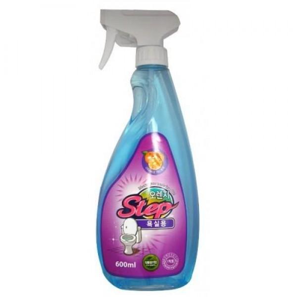 жидкое чистящее средство для ванной с апельсиновым маслом kmpc orange step bathrom cleanerOrange Step Bathrom Cleaner. Жидкое чистящее средство для ванной с апельсиновым маслом<br><br>Средство предназначено для уборки в ванной и туалетной комнатах. Избавляет от налета, водного камня и грязи, уничтожает бактерии и микробы, обеспечивает чистоту и блеск в ванной комнате и туалете. Обладает легким цитрусовым ароматом.<br><br>Область применения: ванна, пол, плитка, кафель, двери, виниловые контейнеры, водосточные трубы. Не распылять на деревянную, окрашенную, алюминиевую и железную поверхности. Избегать попадания на ковровые покрытия.<br><br>Способ применения: распылить 1~2 раза на загрязненную поверхность и смыть водой.<br>В местах сильных загрязнений распылить средство и протереть щеткой.<br><br>Меры предосторожности: хранить в местах, недоступных для детей. При появлении аллергических реакций прекратить применение. При проглатывании выпить большое количество воды, вызвать рвоту и обратиться за помощью к врачу. При попадании в глаза, обильно промыть водой и обратиться за помощью к врачу. Использовать строго по назначению.<br><br>Состав: вода, соляная кислота, фосфорная кислота, полиоксиэтилен нонилфенил эфир, лаурил сульфат натрия, бензойнокислый натрий, триклозан, апельсиновое масло.<br><br>&amp;nbsp;<br><br>Объем: 600 мл<br>