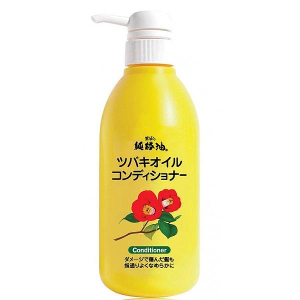 кондиционер с маслом камелии японской kurobara camellia oil hair conditionerCamellia Oil Hair Conditioner. Кондиционер для поврежденных волос с маслом камелии японской рекомендуется к использованию для тонких, сухих, ломких волос, а также волос, повреждённых окрашиванием и химической завивкой. Подходит для ежедневного применения. <br><br>За счёт входящего в состав масла семян камелии смягчает и питает волосы, компенсирует потерю естественной влаги, сглаживает поверхность волос, повышает прочность и эластичность, возвращает здоровый блеск тусклым безжизненным волосам.<br><br>Натуральное масло семян камелии&amp;nbsp; в составе удивительно смягчает и питает тонкие, ослабленные волосы, придаёт естественный живой блеск.&amp;nbsp; Благодаря удивительному свойству проникать в структуру волосяного стержня, масло восстанавливает повреждённые участки кутикулы волоса, усиливает защиту хрупких и ломких волос, препятствует появлению секущихся кончиков, повышает прочность и эластичность.<br><br>Применение кондиционера в комплексе с шампунем облегчает расчёсывание, оказывает кондиционирующий и разглаживающий эффекты.<br><br>Способ применения: держа крышку флакона, повернуть колпачок с носиком против часовой стрелки так, чтобы колпачок поднялся вверх. Несколькими нажатиями выдавить и нанести на чистые влажные волосы необходимое количество средства, хорошо смыть тёплой водой.<br><br>Меры предосторожности: не используйте средство, если оно вызывает покраснение, раздражение, зуд или воспаление кожи головы и проконсультируйтесь с врачом-дерматологом. Избегайте попадания в глаза, при попадании сразу же промойте глаза водой. Храните в&amp;nbsp; недоступных для детей местах.<br><br>Состав: вода, цетанол, стеартримониум хлорид, глицерила стеарат,&amp;nbsp; масло камелии японской, масло семян камелии маслянистой, гидроксиалкил (С 16-18) гидрокси-димер-линолеил эфир, масло мурумуру, гликозилтрегалоза, гидрогенизированный гидролизат крахмала, гидролизированный шёлк, (аминоэтил-аминопропил-мет