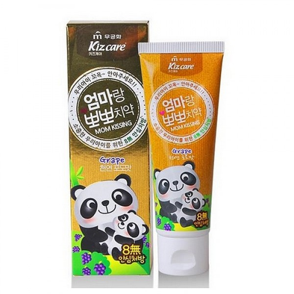 детская зубная паста mukunghwa kizcare mom kissing toothpasteKizcare Mom Kissing Toothpaste Детская зубная паста Mizon<br><br>&amp;nbsp;<br><br>Безопасная и эффективная, разработанная совместно с сеульским институтом стоматологии, зубная паста от Mukunghwa является одной из самых покупаемых в Корее. Она обеспечивает естественный и здоровый уход за полостью рта ребенка.<br><br>&amp;nbsp;<br><br>Зубная паста укрепляет эмаль, устраняет неприятный запах, а также предупреждает воспаление десен и возникновение различных заболеваний, таких как кариес и гингивит.<br><br>В составе пасты нет SLS (лаурил сульфат натрия), фтора и других, вредных для детских зубов, компонентов.<br><br>&amp;nbsp;<br><br>Паста выпускается в двух ароматах:<br><br><br>Kizcare Mom Kissing Toothpaste Grape – виноград<br><br>Kizcare Mom Kissing Toothpaste Strawberry – клубника<br><br><br>&amp;nbsp;<br><br>Способ применения: Нанести небольшое количество пасты на щетку, почистить зубы и хорошо прополоскать рот.<br><br>&amp;nbsp;<br><br>Вес: 80 гр.<br><br>Вес г: 80.00000000