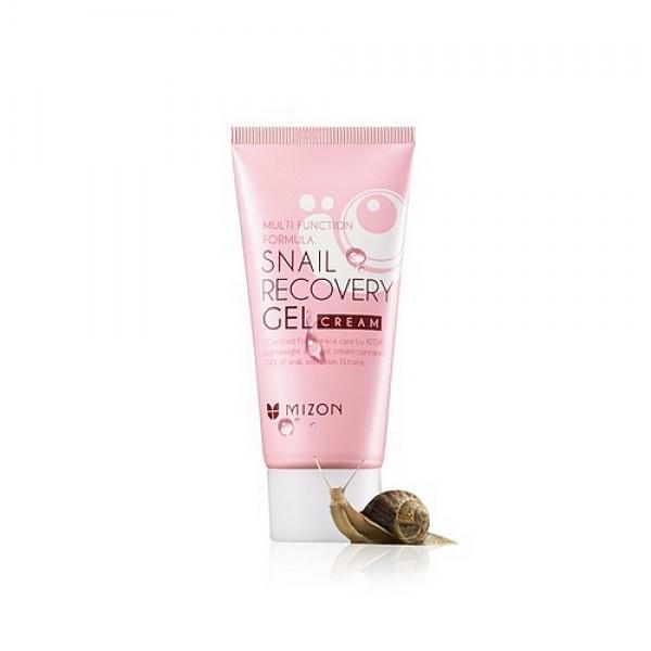 крем-гель для лица с экстрактом улитки mizon snail recovery gel creamSnail Recovery Gel Cream. Крем-гель для лица с экстрактом улитки (74%)<br><br>Легкая текстура крем-геля с улиточным секретом подойдет для любого типа кожи, но особенно для сухой. Как и вся улиточная серия от Мизон, этот крем-гель оказывает многофункциональное действие: увлажняет, укрепляет, восстанавливает, осветляет кожу.<br><br>&amp;nbsp;<br><br>Крем возвращает усталой тусклой коже мягкость и нежный естественный цвет. Натуральные активные компоненты крема ускоряют синтез эластина и коллагена в коже, ускоряя её обновление и восстановление.<br><br>&amp;nbsp;<br><br>Улиточный секрет (74% в составе) разглаживает морщины, уменьшает видимость рубцов и шрамов. Эффективно справляется с акне и постакне. Осветляет веснушки и пигментные пятна. Оказывает легкое матирующее действие. Крем оберегает кожу от негативного воздействия окружающей среды. Оказывает противовоспалительное действие.<br><br>&amp;nbsp;<br><br>Активные компоненты: аденозин (разглаживает морщины), гиалуроновая кислота (глубокое увлажнение), пантенол (заживление мелких повреждений кожи), масло оливы (питание и насыщение кожи Омега-6 и витаминами), масло подсолнечника (смягчение кожи, природный антиоксидант), зеленый чай (мощный антиоксидант, защита кожи от УФ-излучения), лотос индийский (увлажнение, борьба с увяданием) и др.<br><br>&amp;nbsp;<br><br>Способ применения: нанести крем на чистую сухую кожу, распределить легкими массажными движениями. Для максимального эффекта использовать после тоника и сыворотки.<br><br>&amp;nbsp;<br><br>Объём: 45 мл<br><br>&amp;nbsp;<br>