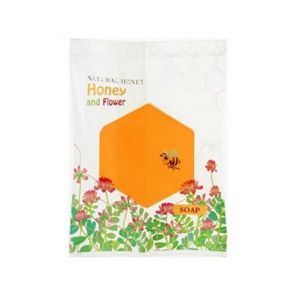 мыло туалетное косметическое цветы и мед master soap honey and flower soapHoney and Flower Soap. Мыло туалетное косметическое Цветы и мед прекрасно очищает. Мыльная основа содержит только натуральные растительные компоненты.<br>За счет входящих в состав увлажняющих компонентов (пальмовое масло, экстракт василька, мед) предотвращает сухость и шелушение, великолепно смягчает кожу, делая ее гладкой и здоровой.<br>Обладает легким ароматом цветов.<br><br>Меры предосторожности: не использовать при появлении покраснений, зуда, раздражения кожи. В случае возникновения аллергических реакций, прекратите использование мыла и проконсультируйтесь с дерматологом.<br><br>Состав: калийная мыльная основа, вода, глицерин, сорбитол, пальмовая жирная кислота, пальмоядровая жирная кислота, хлорид натрия, EDTA-4Na, этидронат 4Na, экстракт мякоти плодов лимона, BG, мёд, парфюмерная отдушка, краситель оранжевый 205, краситель жёлтый 406.<br><br>30 г.<br><br>Вес г: 30.00000000