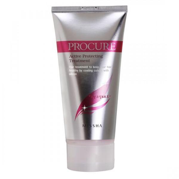 маска защитная для волос missha procure active protecting treatmentProcure Active Protecting Treatment. Маска защитная для волос<br><br>Защитная, питательная маска для сухих, ломких, пересушенных феном волос и окрашенных волос. Маска подарит волосам блеск и силу, увлажняет их, восстанавливает поврежденные участки: поверхность волоса становится более гладкой, а сам волос более здоровым и защищенным. Маска имеет хорошую проникающую способность, улучшает состояние волос уже после первого применения, волосы становятся шелковистыми, мягкими, блестящими. В составе маски кератин, масла жожоба и камелии, а также растительные экстракты.<br><br>Кератин – белок, основной компонент волоса. К сожалению, агрессивное воздействие окружающей среды (сухого воздуха, хлорированной воды, солнечных лучей), а также окрашивания, сушки феном и т.п. приводит к тому, что количество естественного кератина в волосе снижается, что приводит к тусклости и ломкости волос. Ухаживающие средства для волос с кератином возвращают волосам утраченный блеск, наполняют их силой, придают объём, делают послушными.<br><br>Масло камелии – восстанавливает естественный блеск волос, помогает им сохранять внутреннюю влагу, предотвращает ломкость волос и образование секущихся кончиков, лечит сухую кожу головы, избавляет от неприятного зуда и перхоти, защищает волосы от загрязнений окружающей среды. Масло камелии смягчает волосы и делает их послушными и податливыми для укладок и причесок.<br><br>Масло жожоба – подходит для любого типа волос. При жирных волосах масло очищает поры кожи головы от сала, а пересушенные, ломкие, секущиеся, окрашенные и ослабленные волосы – питает и восстанавливает. Масло проникает вглубь, насыщая и питая поры и волосяные фолликулы. Масло полностью впитывается кожей головы и волосами, не утяжеляя их и не создавая жирной пленки, поэтому подходит для частого применения. Масло жожоба защищает волосы от негативного воздействия внешних факторов, сохраняет влагу внутри.<br><br>Способ применения: 