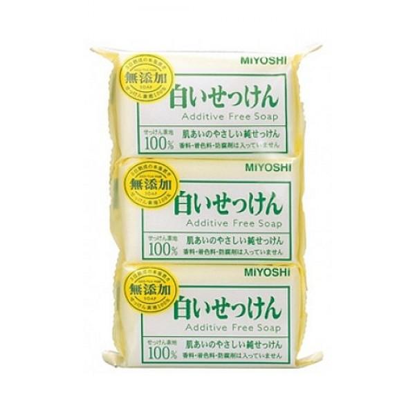 туалетное мыло с натуральными компонентами miyoshi additive free soapAdditive Free Soap. Туалетное мыло на основе натуральных компонентов - с натуральными маслами и жирами изготовлено по традиционному способу мыловарения (после 4 дней с начала процесса омыления жира масса затвердевает, режется на куски, после чего мыло готово к использованию). <br><br>При использовании образуется обильная пена, которая легко снимает загрязнения, не стягивая кожу. <br><br>Рекомендуется для людей с чувствительной кожей.<br><br>Не содержит ароматизаторов, красителей, консервантов. <br><br>Меры предосторожности: не использовать при появлении покраснений, зуда, раздражения кожи. В случае возникновения неприятных ощущения прекратите использование средства и проконсультируйтесь с дерматологом. При попадании в глаза сразу же промойте их водой. <br><br>Состав: мыльная основа. <br><br>108г*3<br><br>Вес г: 324.00000000
