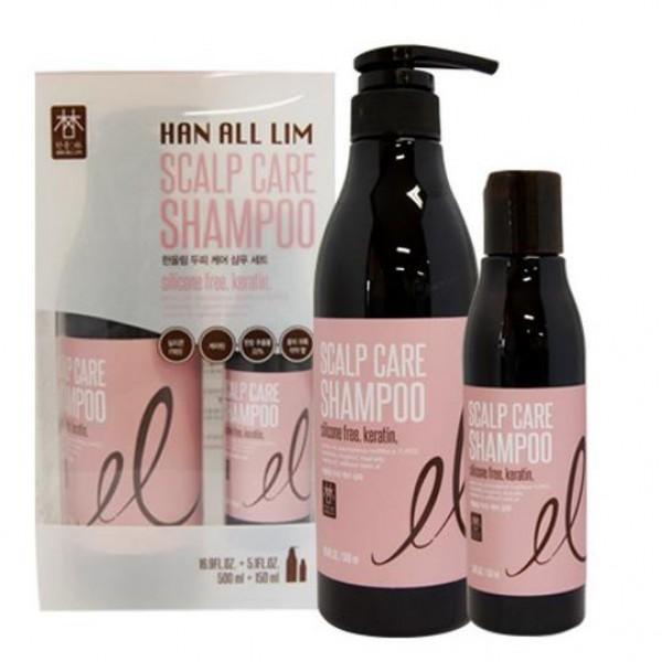 шампунь для ухода за кожей головы (набор) daeng gi meo ri han all lim scalp care shampooHan All Lim Scalp Care Shampoo.&amp;nbsp;Шампунь для ухода за кожей головы (набор)<br><br>Основными ингредиентами шампуня являются:&amp;nbsp;L-ментол, салициловая кислота, пантенол (витамин В5).<br><br>Солодка уральская регулирует секрецию сальных желез, обладает противовоспалительным эффектом, препятствует выпадению волос.<br><br>Дудник гигантский является антиоксидантом, предотвращает старение кожи головы.<br><br>Аир тростниковый питает волосы, придает эластичность.<br><br>Жгун-корень усиливает кровообращение, улучшает эластичность кожи головы.<br><br>Корейский женьшень укрепляет волосяные фолликулы, тонизирует, улучшает кровообращение.<br><br>Листья зеленого чая являются сильным антиоксидантным и антибактериальным свойством, питают и успокивают кожу головы.<br><br>Корень горца многоцветкового питает фоликулы и стержень волоса, придает блеск.<br><br>Полынь укрепляет волосы, способствует росту волос.<br><br>Настойка перца усиливает кровообращение, стимулирует рост новых и препятствует выпадению волос.<br><br>L-ментол обладает уникальным охлаждающим и освежающим воздействием на кожу головы.<br><br>Салициловая кислота обладает способностью проникать в волосяные фоликулы, стимулирует регенерацию и отшелушивание отмерших клеток кожи, способствуя проникновению питательных веществ в корни волос, сохраняет поры чистыми.&amp;nbsp;<br><br>Пантенол проникает глубоко в корни волос, для восстановления, ремонта, увлажнения и защиты. Смягчает огрубевшую кожу головы, делает волосы блестящими и способствует легкому расчесыванию.<br><br>Способ применения: Небольшое количество шампуня нанести на влажные волосы, вспенить, смыть теплой водой.<br><br>Объем: 500 мл + 150 мл<br>
