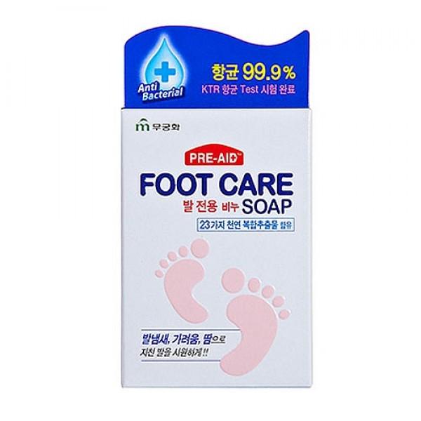 мыло для ногFoot Care Soap. Мыло для ног<br><br>Мыло эффективно очищает кожу ступней от загрязнений, способствует отшелушиванию ороговевших клеток, заживляет микротрещинки.<br><br>&amp;nbsp;<br><br>Антибактериальные компоненты предотвращают появление неприятного запаха, предупреждают размножение грибков и бактерий. 23 восстанавливающих компонента, среди которых экстракты розмарина, ромашки, солодки и другие, позволяют эффективно ухаживать за кожей ступней.<br><br>&amp;nbsp;<br><br>Мыло увлажняет и питает кожу, смягчает огрубевшие участки, дарит ощущение свежести и легкости ногам. После использования мыла на коже ног остается приятный травяной аромат.<br><br>&amp;nbsp;<br><br>Способ применение: Вспенить мыло влажными руками и нанести массажными движениями на мокрую кожу стоп, затем смыть теплой водой.<br><br>&amp;nbsp;<br><br>Объем: 77 гр<br><br>Вес г: 77.00000000
