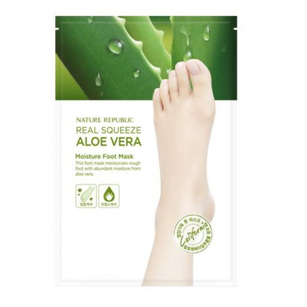 маска для ног увлажняющая с экстрактом алоэ nature republic real squeeze aloe vera moisture foot maskReal Squeeze Aloe Vera Moisture Foot Mask. Маска для ног увлажняющая с экстрактом алоэ<br><br>Интенсивно увлажняющее средство для кожи ступней входит в линию средств по уходу за кожей Real Squeeze Aloe Vera, которая изготовлена на основе высококонцентрированного сока алоэ.<br><br>Растение богато витаминами, питательными веществами, а также имеет массу полезных для кожи свойств. Оно прекрасно увлажняет кожу, смягчает ее, тонизирует, снимает воспаления, уничтожает вредоносные бактерии и препятствует испарению влаги с поверхности кожи. Помимо этого, алоэ активизирует процессы кровообращения и клеточного обновления. Оно помогает питательным веществам маски проникать в глубинные слои эпидермиса.<br><br>Носочки содержат в составе фруктовые АНА-кислоты, которые эффективно удаляют мертвые клеточки ороговевшего слоя кожи, что способствует восстановлению мягкости, гладкости и эластичности кожи ног. С ее поверхности сразу исчезают натоптыши и мозоли, а вещества маски проникают вглубь эпидермиса, оказывая свое благотворное воздействие изнутри.<br><br>Способ применения: Надевать маску-носочки на предварительно очищенные и высушенные ноги, после чего завязать и оставить на час. После снятия промыть ноги в теплой воде. Эффект маски будет заметен через 4 дня, когда ороговевший слой кожи начнет отслаиваться.<br><br>Объем: 16 мл<br>