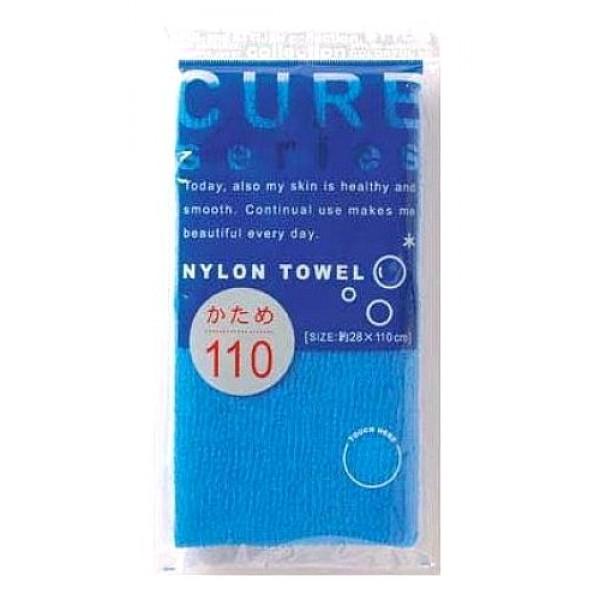 мочалка для тела жесткая (синяя) o:he cure nylon towel hard blueCure Nylon Towel Hard Blue. Мочалка для тела жесткая (синяя)<br><br>Объёмное плетение нейлоновых нитей позволяет создавать нежную пену даже при минимальном количестве, используемого мыла. Применение этой мочалки, позволяет чувствовать себя прекрасно каждый день. Мочалка прекрасно массирует тело, очищает поры, стимулирует циркуляцию крови. <br><br>После мытья мочалку необходимо очистить от остатков мыла и высушить.<br><br>Предупреждение: использовать мочалку только для мытья тела; при чувствительной коже тела, а также в случае длительного и интенсивного трения одного и того же участка тела может возникнуть раздражение кожи; в процессе длительного использования размер мочалки и её форма может слегка деформироваться; не использовать для стирки мочалки синтетические моющие средства, отбеливание, машинную стирку и сушку; не сушить мочалку вблизи открытого огня.<br><br>Состав: 100% нейлон.<br>