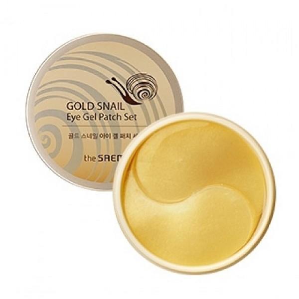 патчи с экстрактом муцина улитки для век the saem gold snail eye gel patch setGold Snail Eye Gel Patch Set. Набор патчей с экстрактом муцина улитки для век 60&amp;nbsp;- роскошный подарок себе любимой или полезный сюрприз для мамы, сестры, подруги - для любой женщины, которая ухаживает за своей кожей и старается сохранить ее молодость как можно дольше.<br><br>Набор гидрогелевых патчей для кожи век хранятся в удобной коробочке, а их большое количество - 60 штук - позволяет надолго забыть о пополнении полезных запасов.<br><br>Гусиные лапки в уголках глаз, припухлости и темные круги делают лицо усталым, прибавляют годы и, конечно же, портят настроение. Чтобы сохранить молодой, свежий вид, разгладить существующие морщинки и предотвратить появление новых, косметологи предлагают воспользоваться эффективными и удобными в применении гидрогелевыми патчами для кожи под глазами.<br><br>Гидрогелевые патчи с экстрактом муцина улитки и коллоидным золотом&amp;nbsp;омолаживают кожу, подтягивают её и делают упругой, разглаживают морщины, осветляют темные круги и уменьшают мешки под глазами.&amp;nbsp;<br><br>Экстракт муцина улитки&amp;nbsp;– мощный антиоксидант, защищает клетки кожи от разрушения и преждевременного старения. Стимулирует синтез коллагена и эластина, благодаря чему кожа приобретает утраченную упругость и эластичность. Муцин улитки разглаживает морщины, выравнивает поверхность кожи и её цвет, осветляет пигментные пятна.<br><br>Коллоидное золото&amp;nbsp;– обладает бактерицидным действием, способствует обновлению кожи на клеточном уровне. Кроме того, мельчайшие ионы золота быстро и глубоко проникают через клеточную мембрану и транспортируют туда питательные компоненты улиточного экстракта. Золото в комплексе с муцином улитки способствует быстрому восстановлению кожи, разглаживает морщины и делает кожу упругой и нежной.<br><br>После использования патчей кожа вокруг глаз становится светлее, свежее и моложе. Регулярное применение патчей поможет справиться с гусиными лапками