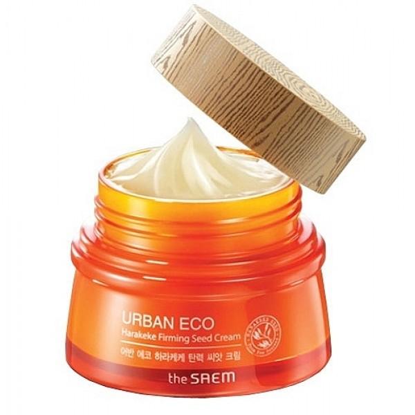 крем с экстрактом новозеландского льна  the saem urban eco harakeke firming seed creamUrban Eco Harakeke Firming Seed Cream. Крем с экстрактом новозеландского льна.<br><br>Укрепляющий крем с экстрактом Harakeke предназначен для глубокого питания и восстановления кожи, он укрепляет и увлажняет кожу, ускоряет синтез коллагена и эластина, обеспечивает обновление на клеточном уровне. Кожа приобретает гладкость и упругость, разглаживаются морщинки, улучшается цвет лица. Новозеландский лён&amp;nbsp;Harakeke&amp;nbsp;оказывает смягчающее и успокаивающее действие на кожу. Кроме того, экстракт харакеке незаменим при лечении кожных воспалений, ранок, ожогов, так как он защищает ранки от попадания в них бактерий и ускоряет заживление.<br><br>Серия создана с максимальным количеством натуральных компонентов: кроме новозеландского льна в составе крема мёд, экстракты календулы, лаванды, бергамота, мяты перечной, фрезии, ромашки, розмарина. Также в составе крема аденозин и пантенол.<br><br>Экстракт мёда&amp;nbsp;– питает и смягчает кожу, наполняет её витаминами и минералами, оказывает антибактериальное, противовоспалительное, антимикробное, противовирусное, антисептическое и антигрибковое действие. Мёд идеально ухаживает за любым типом кожи. Успокаивает чувствительную кожу, способствует оздоровлению жирной и проблемной кожи. Сухую и нормальную кожу мёд мануки увлажняет, тонизирует, делает её нежной, мягкой, бархатистой.<br><br>Экстракт календулы&amp;nbsp;– оказывает выраженное противовоспалительное и ранозаживляющее, успокаивающее и очищающее действие, поэтому незаменим при уходе за жирной и проблемной кожей. Кроме того, календулу применяют для омоложения кожи, уменьшения пигментных пятен и веснушек. Календула возвращает коже утраченные упругость и эластичность.<br><br>Аденозин&amp;nbsp;– эффективный омолаживающий компонент, способствует избавлению от морщин, регулирует окислительно-восстановительные процессы в клетках кожи, замедляя её старение, улучшает тонус кожи, делает её свет