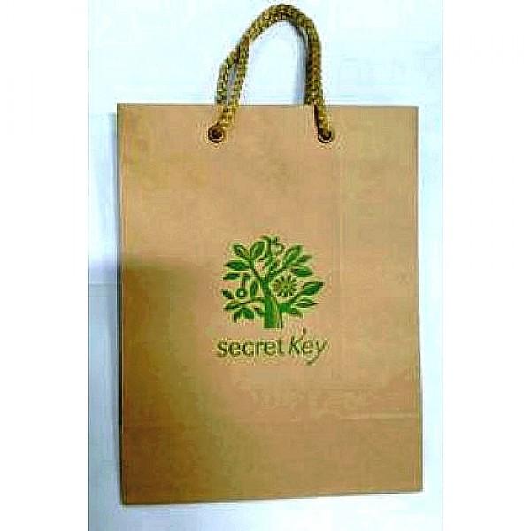 бумажный пакет secret key бумажный пакетБумажный пакет SECRET KEY<br><br>Фирменный бумажный пакет с веревочными ручками.<br><br>Размер: 25,5х19,5см.<br><br>Вес г: 20.00000000