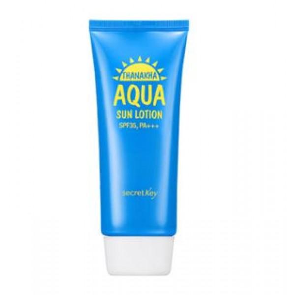 лосьон солнцезащитный увлажняющий secret key thanakha aqua sun lotion spf35 pa+++Thanakha Aqua Sun Lotion SPF35 PA+++.&amp;nbsp;Лосьон солнцезащитный увлажняющий<br><br>Содержит экстракт дрожжей, экстракт танака, березовый сок, ледниковую воду и т.д.<br><br>Солнцезащитный лосьон может использоваться всеми членами семьи, обладает эффективной увлажНяющей формулой, дарит коже охлаждающий и успокаивающий эффект.<br><br>Лосьонная текстура быстро проникает в кожу, не создает липкого эффекта.<br><br>Экстракт дрожжей с высоким содержанием полисахарида (бета-глюкана) не только прекрасно увлажняет кожу, но и повышает иммунитет, защищает клетки кожи от повреждающего действия УФ излучения, стимулирует образование коллагена и гликопротеинов, что приводит к улучшению защитных механизмов кожи, повышает ее упругость и эластичность.<br><br>Способ применения: Нанесите средство на открытые участки кожи.<br><br>Вес: 100г<br><br>Вес г: 100.00000000