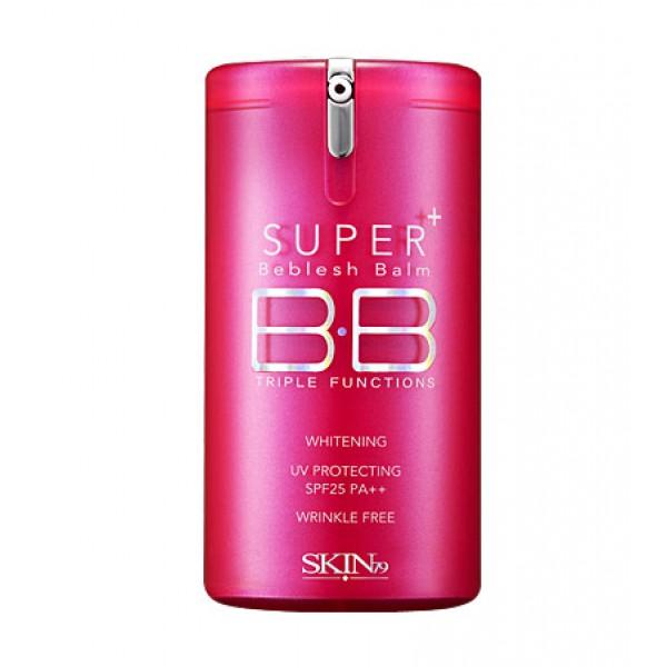 бб крем для лица skin79 hot pink super triple function bb creamHot Pink Super Triple Function Bb Cream. ББ крем для лица<br><br>Новый ББ крем для эффективной маскировки и устранения несовершенств кожи. В составе присутствуют омолаживающие и осветляющий компоненты – арбутин и аденозин.<br><br>Арбутин превосходно отбеливает кожу, скрывая пигментные пятна и покраснения.<br><br>Аденозин дает подтягивающее действие, деликатно разглаживает морщины, повышает эластичность кожного покрова.<br><br>Пористая пудра, которая также входит в состав крема абсорбирует жир, помогает устранить неестественный блеск, предотвращает появление угревой сыпи, снижает жирность кожи.<br><br>ВВ крем имеет солнцезащитный фактор SPF 25, который сводит к минимуму разрушительное влияние на кожу ультрафиолетовых лучей спектра А и спектра В. Основа средства полностью подстраивается под индивидуальный оттенок кожи. Текстура ВВ крема мягкая, не маслянистая, благодаря ей он впитывается в кожу полностью, не оставляя на поверхности жирной утяжеляющей пленки, отлично матирует, выравнивает тон.<br><br>Для всех типов кожи.<br><br>Способ применения: ВВ крем нанести после всех остальных средств на последнем этапе ухода. При слишком сухой коже до него рекомендуется использовать тоник или другие увлажняющие средства. При жирной коже лучше сократить количество используемых уходовых средств. Бальзам нанести на лицо, мягко распространить по коже, при необходимости скрыть её выраженные недостатки нанести бальзам вторым слоем.<br><br>Объем: 40 мл<br><br>Вес г: 40.00000000