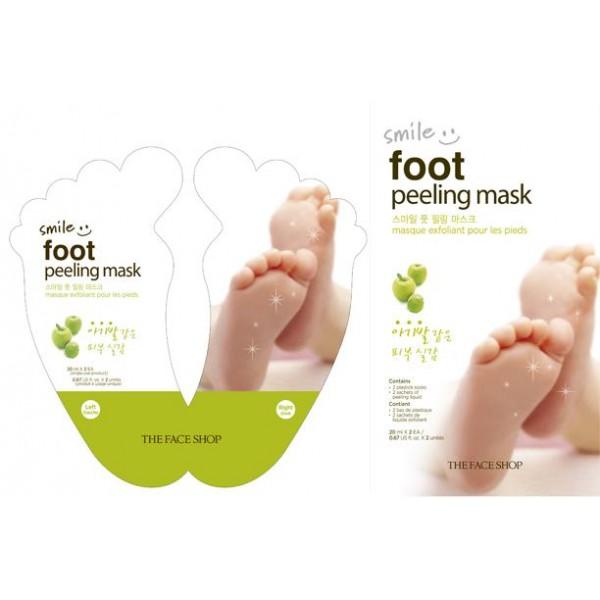 пилинг для ног the face shop smile foot peeling maskSmile Foot Peeling Mask. Пилинг для ног<br><br>Пилинг-носочки, благодаря которым кожа ног станет удивительно мягкой и нежной. Средство эффективно отшелушивают огрубевшие участки и мертвые клетки, заживляют трещины и идеально разглаживают поверхность кожи. Уже после первого применения она становится бархатистой на ощупь.<br><br>Основными компонентами пилинга являются:<br><br>Экстракт яблока – удаляет ороговевшие частички, мягко очищает, удаляет излишки кожного жира, прекрасно тонизирует, дарит коже свежий и здоровый вид, наполняет клетки жизненной энергией.<br><br>Фитонцид – оказывает антибактериальное действие и устраняет раздражения, препятствует их повторному появлению.<br><br>Комплекс растительных экстрактов – обеспечивают полноценное увлажнение и питание кожи, возвращают упругость, великолепно смягчают и оберегают от внешних воздействий.<br><br>Пилинг нормализует работу сальных и потовых желез, делает кожу более эластичной, помогает избавиться от мозолей, натоптышей и потертостей. В комплекте представлены целлофановые носочки и лосьон.<br><br>Способ применения: Надеть носочки на чистые ноги, внутрь налить лосьон, зафиксировать их наклейкой. Через два часа смыть остатки водой с использованием мыла.<br><br>Объем: 20 мл х 2 шт.<br>