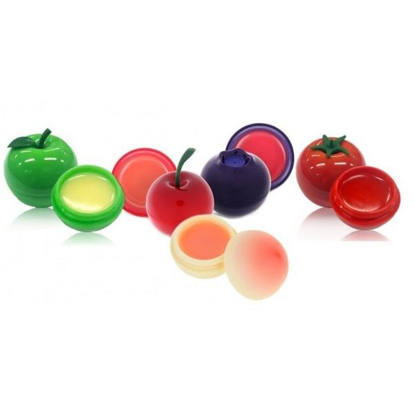 бальзам для губ tony moly mini lip balmMini Lip Balm. Бальзам для губ<br><br>В ягодный бальзам входит специальный запатентованный коктейль Berry Complex из экстрактов четырёх ягод: малины, черники, клубники и ежевики. Поэтому если вы используете его, ваши губы приобретут вкус, аромат и цвет свежей спелой ягодки, что будет радовать и вас, и ваших поклонников.<br><br>Самая главная функция бальзама – увлажнять и насыщать кожу на губах, чтобы предотвратить появление морщинок, шелушения и сухости. Это ягодное чудо также имеет солнцезащитный фактор SPF15, чтобы уберечь губки от ультрафиолетового излучения, так обжигающего нежные покровы. Ветер, жара, холод и перепады температуры влияют на губы значительно меньше, если вы нанесли ягодный бальзам.<br><br>Удобная упаковка в форме ягодки мило смотрится в любой косметичке и легко нащупывается пальцами при поисках в сумочке, также имеет защитную крышечку, чтобы случайно не потерять драгоценные граммы средства.<br><br>В состав бальзама добавлена крупнодисперсная мика, а также оксид цинка и диоксид титана, которые отражают свет и дают эффект легкого блеска.<br><br>Бальзам является абсолютно безопасным в плане аллергии и раздражения – в нем отсутствуют парабены, бензофеноны, искусственные красители и ароматизаторы. Однажды почувствовав запах и вкус бальзама с ягодным комплексом, вы поймёте, что это действительно натуральный продукт.<br><br>Оттенки ягодного бальзама:<br><br>1. Cherry – вишнёвый бальзам, обладает красным оттенком. Баночка выполнена в форме красной ягоды со стебельком.<br>2. Blueberry – черничный бальзам, имеет розоватый оттенок. Упакован в темно-синюю баночку в виде черничной ягоды.<br>3. Peach - персиковый бальзам, в баночке в виде маленького персика, бесцветный, хорошо смягчает и питает губы.<br>4. Green Apple - в зеленой баночке, не имеет цвета, содержит экстакт яблока, имеет приятный яблочный аромат.<br>5. Cherry tomato - в баночке с красным помидорчиком, имеет приятный запах томата черри, придает губам легкий к