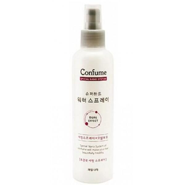 спрей для волос фиксирующий увлажняющий welcos confume super hard water sprayConfume Super Hard Water Spray.&amp;nbsp;Спрей для волос фиксирующий увлажняющий<br><br>Средство из линейки Confume для профессионального ухода за волосами в домашних условиях. Созданные с использованием новейших технологий средства содержат мельчайшие частицы, проникающие вглубь волоса и встраивающиеся в поврежденные участки структуры, благодаря чему волосы восстанавливаются, обретают былую красоту.<br><br>Спрей, который интенсивно увлажняет волосы и помогает сохранить прическу в течение длительного времени.<br><br>Мельчайшее распыление средства обеспечивает легкое покрытие волос без утяжеления и склеивания, сохраняя их естественность, прическа остается свежей и аккуратной на протяжении дня. Спрей добавляет блеск волосам, наполняет их силой и сиянием. Кроме того, обеспечивает защиту от стрессов, из-за воздействия ультрафиолета, перепадов температур, предупреждает пересыхание, а также снимает заряд статического электричества.<br><br>Пантенол&amp;nbsp;в составе спрея укрепляет волосы, делает их более эластичными.&amp;nbsp;Пептиды&amp;nbsp;пробуждают «спящие» волосяные луковицы, стимулируют рост волос, а также защищают волосы от различных повреждающих факторов.<br><br>Способ применения: Распылить на готовую укладку с расстояния 15-20 см.<br><br>Объём: 252 мл<br>