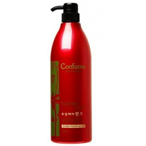 кондиционер для волос c касторовым маслом welcos confume total hair rinseConfume Total Hair Rinse.&amp;nbsp;Кондиционер для волос c касторовым маслом<br><br>Касторовое масло использовали еще в Древнем Египте, и до сих пор его активно используют для ухода за волосами. Благодаря наличию жирных кислот, а также других активных веществ, масло оказывает лечебное действие.<br><br>Кондиционер с касторовым маслом&amp;nbsp;особенно необходим для сухих, ломких и выпадающих волос, рекомендуется для окрашенных и обесцвеченных волос. Он склеивает кератиновые чешуйки, которые раскрываются во время мытья волос. Благодаря кондиционеру, волосы становятся более гладкими, послушными, легче расчесываются, меньше электризуются.<br><br>Кондиционер увлажняет и питает, восстанавливает поврежденную структуру волос. При регулярном применении кондиционера с касторовым маслом&amp;nbsp;тонкие и тусклые волосы становятся более прочными и блестящими, улучшается состояние секущихся кончиков, решается проблема ломкости и выпадения волос. Также средство уменьшает негативное воздействие различных негативных факторов (ультрафиолет, ветер, фен, окрашивания).<br><br>Способ применения: Нанести на вымытые слегка подсушенные волосы, распределить по всей длине и оставить на несколько минут, затем хорошо промыть водой.<br><br>Объём: 950 мл<br>