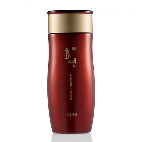 лосьон для лица антивозрастной welcos hyo yeon jayang lotionHyo Yeon Jayang Lotion. Антивозрастной питательный лосьон <br><br>Влажная и напитанная, гладкая и сияющая кожа – результат применения лосьона из косметической линии Hyo Yeon серии Jayang от Welcos. Средства премиум класса Hyo Yeon разработаны для борьбы с возрастными изменениями кожи. В составе средств более 100 различных, традиционных для восточной медицины, экстрактов. Каждое средство – это сочетание древнейших восточных рецептов красоты и современных научных разработок в области использования стволовых клеток.<br><br>Добавление стволовых клеток лотоса в косметические средства позволяет добиться потрясающих результатов, возвращая коже утраченную молодость, повышая ее тонус и упругость, разглаживая морщины и улучшая цвет лица. Вода, которая используется в линии Hyo Yeon, обрабатывается в специальных бамбуковых контейнерах, благодаря чему повышается эффективность и усвояемость косметических средств.<br><br>Лосьон Hyo Yeon Jayang Lotion – средство с легкой, нежной текстурой, хорошо распределяется, быстро впитывается, обеспечивает глубокое питание и увлажнение, устраняет сухость и шелушения, делает кожу мягкой и бархатистой, а также защищает от агрессивного воздействия окружающей среды. При регулярном применении повышает тонус и упругость кожи, способствует разглаживанию морщин. Комплекс растительных компонентов интенсивно борется с признаками старения, повышает тонус кожи, придает сияние. Стимулирует процессы регенерации и восстановления клеток.&amp;nbsp;<br><br>Способ применения: На очищенную и тонизированную кожу нанести средство, равномерно распределить, а затем мягкими движениями кончиками пальцев вбить в кожу. Дополнительно можно наносить тонер на кожу шеи и область декольте.<br>