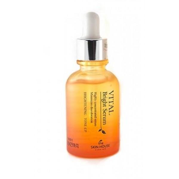 витаминизированная осветляющия ампульная сыворотка the skin house vital bright serum ampoulVital Bright Serum Ampoul. Витаминизированная осветляющия ампульная сыворотка<br><br>Сыворотка, обладающая осветляющими свойствами, подарит вашей коже здоровье, яркость и сияние. Она имеет легкую текстуру, хорошо распределяет и моментально впитывается.<br><br>Отличный продукт для сухой и пигментированной кожи, сыворотка содержит комплекс ягодных и фруктовых экстрактов, которые наполняют каждую клеточку кожи силой и энергией, а также мягко осветляют.<br><br><br>Ягоды асаи содержат много витаминов и аминокислот. Они препятствуют разрушению клеток, питают кожу, способствуют регенерации и обеспечивают быстрое заживление воспалений.<br><br>Экстракт черешни стимулирует выработку коллагена, уменьшает разрушительное действие внешних факторов, останавливает процесс старения, выводит токсины и возвращает коже упругость.<br><br>Экстракт черники богат природными антиоксидантами, которые помогают клеткам кожи обновляться. Черника сужает поры, укрепляет сосуды, наполняет эпидермис влагой.<br><br>Экстракт лимона содержит витамин С. Он осветляет пигментацию, отлично увлажняет и освежает, защищает от ультрафиолета.<br><br>Экстракт шелковицы наполняет кожу влагой и полезными ингредиентами, нормализует процесс обмена, уменьшает пигментацию.<br><br><br>Сыворотка дарит приятное ощущение свежести и легкости, великолепно тонизирует и оживляет. Средство разгладит поверхность кожи, подарит ей здоровый цвет и сияние.<br><br>Способ применения: Сыворотку нанести на кожу и распределить поглаживающими движениями.<br><br>Объем: 30 мл<br>