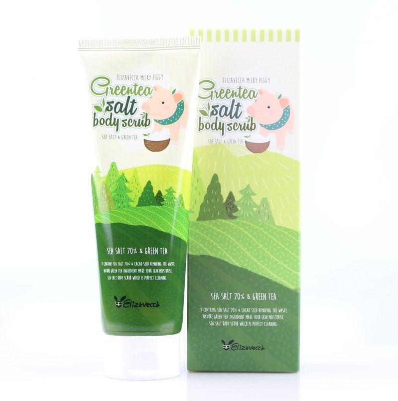 скраб для тела с экстрактом зеленого чая elizavecca greentea salt body scrubGreentea salt Body scrub. Скраб для тела с зеленым чаем и морской солью <br><br>Кожа тела, как и кожа лица, требует тщательного очищения. Устроить процедуру эффективного пилинга можно и в домашних условиях, с помощью специального скраба. В состав такого средства входят твёрдые абразивные частицы и основа, удерживающая их вместе. Скраб очищает кожу от отмерших клеток и загрязнений, мягко шлифует и полирует кожу, делает её гладкой, улучшает тонус, а также является прекрасной профилактикой целлюлита.<br><br>В качестве абразивных частиц (эксфолиантов) в скрабе Elizavecca Greentea Salt Body Scrub используется морская соль. Ее богатый химический состав с невероятным количеством микроэлементов и минералов благотворно воздействует на состояние кожи. Соль улучшает кровообращение и эластичность кожи и тканей, ускоряет обменные процессы, снижает уровень стресса. Также она обладает абсорбирующим свойством, выводит загрязнения и токсины, снимает отечность, улучшает микроциркуляцию крови и способствует разглаживанию кожи.<br><br>Экстракт зеленого чая в составе скраба увлажняет и питает кожу, оказывает противовоспалительное и регенерирующее действие, стимулирует синтез собственного коллагена кожи. Компоненты зеленого чая обладают хорошей проникающей способностью, поэтому воздействуют на самые глубокие слои эпидермиса. Зеленый чай – мощный природный антиоксидант, защищает кожу от негативного воздействия свободных радикалов.<br><br>Сркаб представлен в разных объемах:<br><br><br>300 г;<br><br>600 г.<br><br><br>Способ применения: Нанести на влажную кожу круговыми массажными движениями, помассировать 2-3 минуты, пока соль не растает, затем смыть теплой водой.<br>