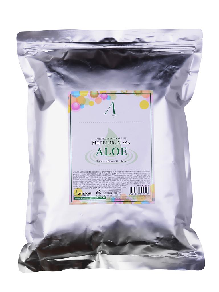 маска альгинатная с экстрактом алоэ anskin aloe modeling mask / refillAloe Modeling Mask / Refill.&amp;nbsp;Маска альгинатная с экстрактом алоэ успокаивающая&amp;nbsp;(пакет) 1кг.<br><br>Интенсивно успокаивающая маска содержит комплекс аминокислот, сапонин, минеральных веществ, растительные экстракты и аллантоин, благодаря им положительно воздействует на эпителий кожи, значительно улучшает его, действуя успокаивающе и активно питая кожу. <br><br>Обладает бактерицидными и бактериостатическими свойствами.<br><br>Применение: Перед нанесением альгинатной маски кожу надо тщательно очистить. Под маску необходимо нанести активное косметическое средство, это может быть сыворотка, эмульсия, ампулы с активными веществами и т.п. подобранные специально исходя из решаемых проблем кожи. Под давлением маски эти средства лучше проникают в кожу. После того, как нанесенное средство впитается, накладывается альгинатная маска.<br><br>Положить порошок мерной чашкой и воду (или активатор) в миску в соотношении 1:0,8 (на 100&amp;nbsp;мл&amp;nbsp;порошка 80 мл воды), быстрыми движениями перемешайте до однородной массы при помощи шпателя. При помощи шпателя нанесите маску слоем 3-5 мм на очищенную кожу лица, оставляя открытыми только ноздри. Наносить быстро, чтобы она не успела застыть.&amp;nbsp;При нанесении маски на лицо рекомендуется двигаться по массажным линиям.&amp;nbsp;Оставить маску на 20-25 минут до застывания. Удалить её одним пластом, от подбородка ко лбу. За 2-3 минуты до наложения маски рекомендуется наносить биоактивные сыворотки, кремы или гели.<br><br>В течение последующих 10-15 минут маска становится похожей на резину и немного уменьшается в объёме, этот процесс называется пластифицированием. Маска слегка стягивает кожу лица, но неприятными и тем более болезненными эти ощущения назвать нельзя, вы почувствуете приятный холодок и интенсивное увлажнение кожи. Альгинатная маска не требует смывания водой. Через 30-40 минут она легко снимается в виде мягкого пластичного слепка, п
