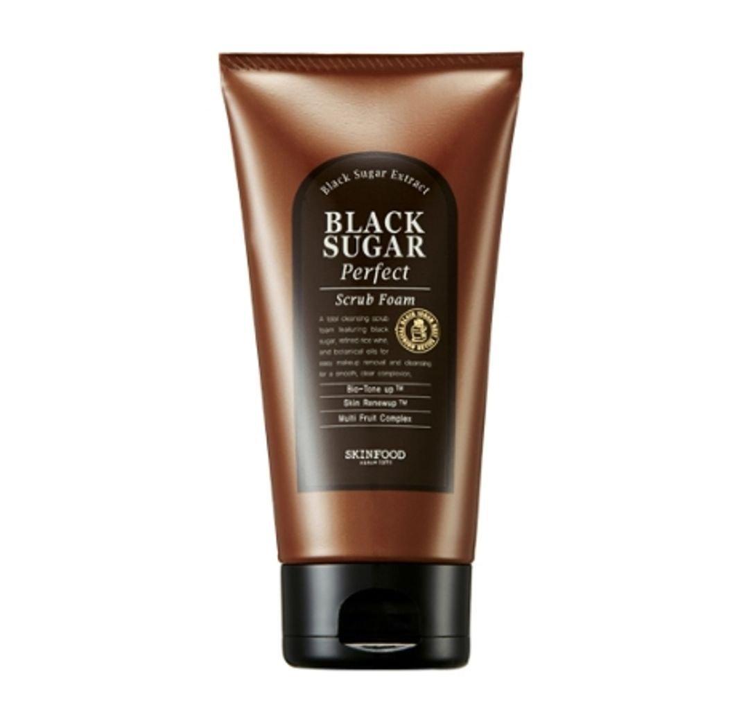 пенка-скраб для умывания с экстрактом черного сахара skin food  black sugar perfect scrub foamПенка-скраб Black Sugar Perfect Scrub Foam, которая станет вашим надежным помощником в уходе за кожей. Благодаря тщательно подобранной формуле &amp;nbsp;эффективно очищает от загрязнений.<br><br>Пенка содержит только природные компоненты, среди которых&amp;nbsp;сахароза, масло ореха макадами, ши, пенника лугового, примулы вечерней, оливы, камелии, экстракт коричневого сахара, риса, лимона, яблока, апельсина, папайи, гриба и корня маки.<br><br>Основной компонент пенки – экстракт черного сахара, который мягко устраняет ороговевшие частички, выравнивает рельеф кожи.<br><br>Масло ореха макадами восстанавливает и возвращает коже молодость: оно великолепно тонизирует, а также насыщает живительной влагой и полезными элементами.<br><br>Масло лугового пенника обновляет кожу и дарит ей естественное сияние.<br><br>Пенка-скраб с черным сахаром помогает избавиться от сальных пробок в порах кожи, устраняет черные точки, способствует отшелушиванию ороговевших частичек кожи.<br><br>Одновременно с этим средство стимулирует кровообращение в верхних слоях кожи, улучшает обмен веществ, благодаря чему кожа становится упругой и эластичной. Кроме того, сахар обладает антибактериальными и антивозрастными свойствами.<br><br>Пенка-скраб подойдет для воспаленной кожи: уже после нескольких применений кожа становится свежей и радует безупречным цветом лица. Она становится мягкой, благодаря чему макияж ложится идеально и безупречно выглядит.<br><br>Способ применения: Средство вспените с водой и легкими массажными движениями нанесите на кожу, после чего умойтесь.<br><br>Вес: 180 г<br><br>&amp;nbsp;<br><br>Вес г: 180.00000000