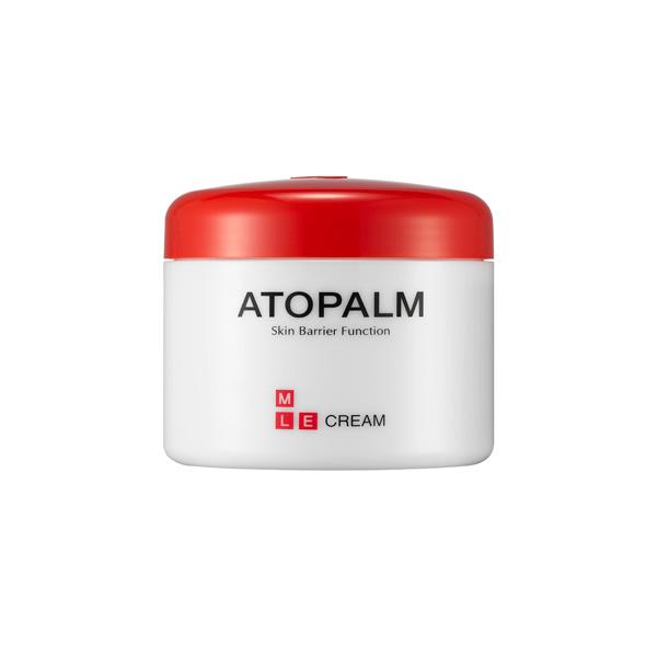 крем для лица и тела с многослойной эмульсией 160 atopalm mle cream 160MLE Cream 160. ББ Крем с многослойной эмульсией&amp;nbsp;160- скорая помощь для сухой и чувствительной кожи:<br><br>- МЛЕ деликатно встраивается в липидный слой кожи, восстанавливая нарушенную барьерную функцию;<br>- Возвращает ощущение комфорта при стягивании, сухости,шелушении и воспалении кожи;<br>- Превосходно впитывается, не оставляя блеска и липкости, некомедогенен;<br>- Растительный сквален, энергетическое масло макадамии и виноградное масло гармонично увлажняют и питают кожу, восстанавливая мягкость и нежность;<br>- Экстракт портулака снимает воспаление и раздражение и способствует заживлению различных кожных высыпаний;<br><br>Рекомендован дерматологами при атопическом дерматите, псориазе для ежедневного ухода.<br>Подходит для ухода за детской кожей.<br>НЕ СОДЕРЖИТ СПИРТ И ПИГМЕНТЫ, ВМЕСТО ИСКУССТВЕННЫХ АРОМАТИЗАТОРОВ В ЕГО СОСТАВ ВКЛЮЧЕНЫ МАСЛА.<br><br>При нанесении на здоровую кожу МЛЕ&amp;nbsp; многослойная эмульсия равномерно распределяется по поверхности рогового слоя и улучшает его барьерную и&amp;nbsp; защитную функцию.&amp;nbsp; При&amp;nbsp;&amp;nbsp; повреждении барьерного слоя,&amp;nbsp; в зонах с отслоившимися чешуйками, эмульсия&amp;nbsp; распределяется в роговом слое и сливается с межклеточными липидами. МЛЕ по структурному и химическому составу схожа с межклеточными липидами, поэтому легко встраивается в&amp;nbsp; нарушенные&amp;nbsp; слои естественных липидов и восстанавливает их нормальное строение.<br>-&amp;nbsp; Сквален - добытый из растительных масел, витамин Е, энергетическое масло макадамии и виноградное масло&amp;nbsp; синергетически воздействуют на сухую, раздраженную кожу и гармонично экстра-увлажняют и питают кожу, стимулируют микроциркуляцию кожи,&amp;nbsp; возращая ей мягкость и нежность.<br>-&amp;nbsp; Экстракт портулака снимает воспаление и зуд,&amp;nbsp; способствует заживлению различных кожных высыпаний;<br>-&amp;nbsp; Экстракт корня солодки оказывает проти