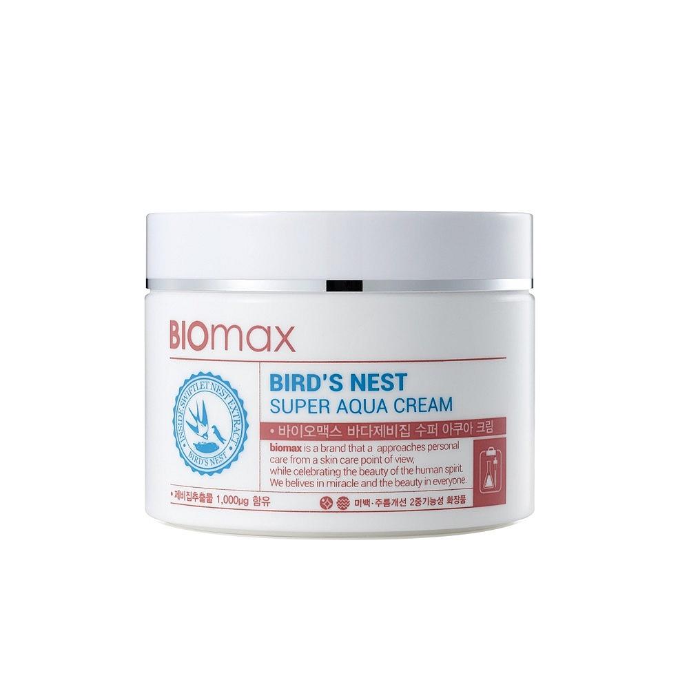 интенсивно увлажняющий крем biomax birds nest super aqua creamBirds Nest Super Aqua Cream. Интенсивно увлажняющий крем с экстрактом ласточкиного гнезда.<br><br>Экстракт ласточкиного гнезда – источник &amp;nbsp;минералов, полисахаридов и антиоксидантов. Он также богат аминокислотами, которые увеличивают эластичность кожи. &amp;nbsp;Экстракт ласточкиного гнезда повышает кожный иммунитет и сопротивляемость негативному воздействию УФ излучения.<br><br>&amp;nbsp;<br><br>Крем с экстрактом ласточкиного гнезда регулирует водно-жировой баланс кожи лица, интенсивно увлажняет и создает на коже барьер, препятствующий потере влаги. <br><br>&amp;nbsp;<br><br>Входящие в состав крема компоненты &amp;nbsp;бережно ухаживают за кожей лица:<br><br><br>Растительный комплекс из экстрактов лаванды, ромашки лекарственной и перечной мяты - успокаивает кожу.<br><br>Гиалуроновая кислота – способствует длительному увлажнению.<br><br>Ниацинамид – повышает тонус кожи и выравнивает тон лица.<br><br><br>&amp;nbsp;<br><br>Крем имеет легкую консистенцию, а благодаря технологии водяных капель лучше проникает и надолго увлажняет кожу лица.<br><br>&amp;nbsp;<br><br>Крем подойдет для сухой кожи и обезвоженной кожи любого типа<br><br>&amp;nbsp;<br><br>Применение: Используйте утром и вечером в качестве завершающего этапа ухода за кожей. Нанесите необходимое количество и распределите по коже лица массирующими движениями.<br><br>&amp;nbsp;<br><br>Меры предосторожности: Не используйте на поврежденной коже. &amp;nbsp;При появлении следующих симптомов прекратите использование: раздражение, сыпь, покраснение, зуд.<br><br>&amp;nbsp;<br><br>Состав: Water, Glycerin, Dimethicone, Butylene Glycol, Niacinamide, Cyclopentasiloxane, Alcohol, Sodium Chloride, Methylparaben, Dimethicone/Vinyl Dimethicone Crosspolymer, Adenosine, Aloe Ferox Leaf Extract, Sodium Hyaluronate, Swiftlet Nest Extract, Ethylhexylglycerin, Camellia Sinensis Leaf Extract, Chamomilla Recutita (Matricaria) Flower Extract, Lavandula Angustifolia (La