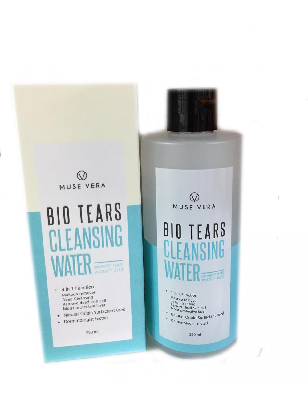 очищающая вода deoproce musevera bio tears cleansing waterMusevera Bio Tears Cleansing Water. Очищающая вода<br><br>Чистая и прозрачная, как слеза, эта вода выполняет сразу несколько функций: удаляет макияж, способствует глубокому очищению от загрязнений, отшелушивает омертвевшие клетки эпидермиса и поддерживает оптимальный уровень увлажненности кожи.<br><br>Средство гипоаллергенное, дерматологически протестировано, подходит для очищения кожи любого типа, в том числе и для самой чувствительной, имеет pH-баланс 5,5.<br><br>В составе очищающего средства комплекс увлажняющих компонентов и растительных экстрактов, среди которых яблочная вода, которая оказывает увлажняющее, тонизирующее, восстанавливающее и омолаживающее действие. Благодаря высокому содержанию фруктовых кислот мягко отшелушивает ороговевшие клетки кожи. Обладает антиоксидантным действием, защищает кожу от вредных факторов внешней среды.<br><br>Способ применения: Смочить средством ватный диск и удалить им макияж.<br><br>Объём: 250 мл<br>