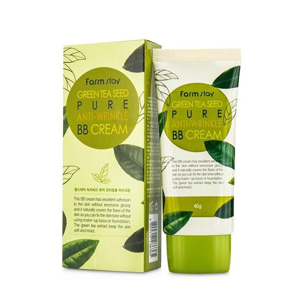 разглаживающий бб крем с семенами зеленого чая farmstay green tea seed pure anti-wrinkle bb creamGreen Tea Seed Pure Anti-Wrinkle Bb Cream. Разглаживающий ББ крем с семенами зеленого чая<br><br>ББ-крем с экстрактом семян зеленого чая – прекрасное многофункциональное средство для маскировки кожных несовершенств и для эффективного ухода за кожей.<br><br>Средство создает натуральное покрытие, скрывающее различные недостатки кожи, мягко матирует и выравнивает тон кожи, потому может использоваться без предварительного применения основы под макияж.<br><br>Экстракт семян зеленого чая в составе ББ крема увлажняет кожу, оказывает противовоспалительное и ранозаживляющее действие, улучшает цвет лица и устраняет покраснения, сужает поры и регулирует деятельность сальных желез. Благодаря кофеину, содержащемуся в зеленом чае, повышает эластичность капилляров, укрепляет их, стимулируют кровообращение. Кроме того, ускоряет синтез необходимого коже коллагена, тем самым повышает ее упругость и разглаживает морщины.<br><br>При регулярном применении ББ крем с экстрактом зеленого чая оказывает антивозрастное действие: позволяет выровнять тон кожи, разгладить мелкие морщинки и уменьшить глубину выраженных. Также крем поможет справиться с кожными высыпаниями и предупредить появление новых.<br><br>Способ применения: Нанести крем и равномерно распределить спонжем, кистью или подушечками пальцев. Подождать 5-10 минут, чтобы крем адаптировался на коже, а затем продолжить нанесение макияжа.<br><br>Объем: 40 мл<br>