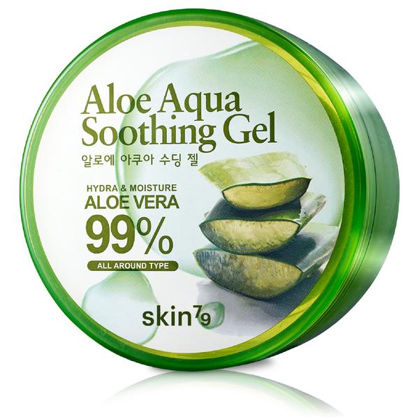 многофункциональный гель с алоэ skin79 aloe aqua soothing gelAloe Aqua Soothing Gel. Многофункциональный гель с алоэ<br><br>Увлажняющий гель является must-have многих женщин и beauty-блогеров всего мира. Представляемое средство рассчитано для ухода за кожным покровом всего тела и лица. Основой этого геля является органическое алое вера (92% состава), выращенное и переработанное в экологически чистой местности корейского острова Чеджу.<br><br>Средство имеет выраженный глубокоувлажняющий эффект. Имеет так же быструю антисептическую и ранозаживляющую способность. Возможно применение, как дополнение к лечению или же одиночно, при дефектах кожи вызванных солнечной активностью. А так же и при укусах насекомых. Снимает сразу, при первом нанесении, зуд и покраснения.<br><br>Прекрасная невидимая основа для повседневного макияжа. Подходит для чувственной кожи век и губ. Идеальный увлажнитель для кутикулы. Разглаживает и не оставляет липкой поверхностной пленки. Подходит для всех типов кожи, включая гипераллергенную и угревую.<br><br>Способ применения: Наносить требующееся количество геля на любой участок кожи, который требует ухода. Дать впитаться.<br><br>Объем: 300 мл<br>