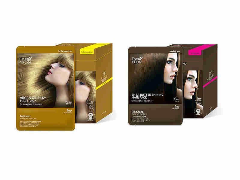 маска для волос the yeon hair packHair Pack. Маска для волос<br><br><br>Argan oil silky hair pack. Маска для волос с аргановым маслом<br><br><br>Маска для мягкости волос с аргановым маслом обеспечит полноценный уход за окрашенными волосами. Восстановление опаленных волос (после осветления) достигается за счет действия природных компонентов: бесценного арганового масла; 11 китайских лечебных трав; экстракты черных бобов, риса, кунжута; витамин E.<br><br>Ломкие волосы, лишенные жизненной силы под воздействием агрессивных химических соединений, становятся упругими, эластичными. Масло арганы содержит множество витаминов и питательных веществ, которые быстро справляются с такой задачей, как вылечить поврежденные волосы, даже если их состояние крайне плачевное.<br><br>Витамин E способствует «заживлению» поврежденных участков и образованию естественного природного покрытия волосков. Избавиться от посеченных кончиков можно при регулярном использовании маски в течение 3–5 месяцев (не чаще двух раз в неделю).<br><br>Китайские медицинские травы укрепляют локоны, делают их прямыми, закрывают чешуйки, что способствует сохранению влаги внутри волоса. «Черный комплекс» насыщает микроэлементами, способными вернуть локонам энергию.<br><br>Маска делает волосы шелковистыми, блестящими, идеально ровными. Убирает электризацию, чрезмерную пушистость, предотвращает спутывание. Средство наносят дважды в неделю (можно один раз) на чистые, едва увлажненные волосы. Шапочка в комплекте предназначена для обеспечения теплового эффекта, усиливающего действие активных компонентов.<br><br><br>Shea butter shining hair pack. Маска для волос с маслом Ши<br><br><br>Имеет уникальный состав: масло ши, 11 трав, применяемых в китайской медицине; экстракты черных бобов, риса, кунжута; комплекс витамин для волос.<br><br>Средство излечивает сильно поврежденные волосы. Формула маски работает на восстановление, уход за окрашенными волосами. Локонам возвращается жизненная сила, повышается плотность волосяного по