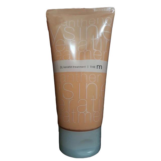 маска для волос кератиновая welcos mugens the m dl keratine treatmentMugens The M DL Keratine Treatment. Маска для волос кератиновая<br><br>Нежнейшая маска для волос, обволакивает их, дарит увлажнение и питание, проникает в глубину волос, восстанавливает их изнутри. Маска идеальна для поврежденных, ослабленных, сухих волос. Высококонцентрированный коктейль питательных компонентов дарит волосам мощный заряд энергии, силы, возвращает им здоровый блеск.<br><br>В составе маски кератин, а также комплекс натуральных масел.<br><br>Кератин проникает в структуру волос и изнутри восстанавливает их, заполняет поврежденные участки, увлажняет, «запечатывает» секущиеся кончики, благодаря чему волосы вновь становятся гладкими, блестящими. Кератин помогает решить проблему ломкости и выпадения волос, делает их прочными и эластичными.<br><br>Комплекс из 10 натуральных масел авокадо, подсолнуха, макадамии, горного дерева, виноградных косточек, камелии, аргании, хлопка, кокоса и персиковых косточек – оказывают интенсивное питательное, увлажняющее и восстанавливающее действие, обеспечивают им надежную защиту от негативных факторов внешней среды, а также минимизируют вред от использования фена, утюжка или плойки.<br><br>Способ применения: Нанести средство на сухие или влажные волосы и равномерно распределить. Не смывать.<br><br>Объём: 150 мл<br>