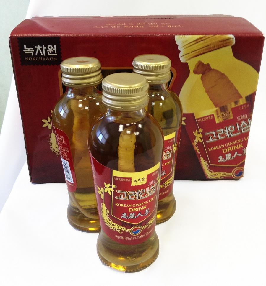 напиток тоник с корнем корейского женьшеня nokchawon korean ginseng root drinkKorean ginseng root drink. Этот высококачественный безалкогольный напиток-тоник с 3-х летним корнем корейского женьшеня внутри бутылки является натуральным и слегка подслащенным оздоравливающим тонизирующим средством для быстрого восполнения энергии в организме. Он не только прекрасно утоляет жажду, но и является общеукрепляющим средством, стимулирующим иммунную систему. Содержит витамины В1, В2, и С. Не является БАДом, не содержит ГМО.<br><br>Способ применения: 1-2 раза в день. Перед употреблением для освежающего эффекта можно положить в холодильник на 1-2 часа. При желании можно употреблять в теплом виде, предварительно подогрев бутылочку в кружке с горячей водой. Перед употреблением встряхнуть. Корень женьшеня можно жевать.<br><br>Объем:&amp;nbsp;6 бут х 120 мл. Напиток может иметь небольшой осадок, т.к. в его состав входит корень женьшеня.&amp;nbsp;<br>