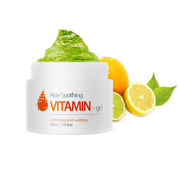 гель-крем с витамином с и алоэ the skin house aloe soothing vitamin gelAloe Soothing Vitamin Gel. Гель-крем с витамином С и алоэ<br><br>Тонизирующе-витаминный крем-гель отличается увлажняющим эффектом.<br><br>Состав витаминного коктейля представлен экстрактом алоэ, что способствует очень глубокому питанию кожи и насыщению ее влагой, и витамином С, вследствие которого эффективно выравнивается тон кожных покровов, становятся, практически, незаметными веснушки, пигментация, пост-акне.<br><br>Внешний вид дермы сияет здоровьем. Отсутствие масляных форм в составе позволяет применять для разных типов кожи. Налаживается выделение подкожных жиров.<br><br>Средство, благодаря необычной формуле, увеличивает упругость и тонус дермы, осветляет ее, благоприятствует улучшению цвета. При ежедневном нанесении кожа делается эластичнее, более гладкой и нежной. Защитные свойства дермы повышаются, усиливается целостность коллагена.<br><br>Бактерицидные свойства алоэ устраняют десквамацию и красные пятна. Масса витаминов в структуре крем-геля помогают бороться со всевозможными пятнами, питают кожу микроэлементами. Бархатность и нежность дермы, ее естественность достигается благодаря шикарному составу натуральных составляющих. Не оставляет липких масок и следов на лице.<br><br>Характеристики товара<br><br><br><br><br>Возраст<br><br>до 25; 25-35;<br><br><br><br>Компоненты<br><br>экстракт алоэ<br><br><br><br>Тип кожи<br><br>нормальная; комбинированная;<br><br><br><br>Функции<br><br>увлажнение;осветление пигментации<br><br><br><br>Несовершенства<br><br>сухость и обезвоживание; пигментация<br><br><br><br><br>Способ применения:&amp;nbsp;Небольшим объемом средства покрыть всю поверхность лица, делая мягкие массирующие движения. Применять перед нанесением макияжа.<br><br>Объем: 50 мл<br>