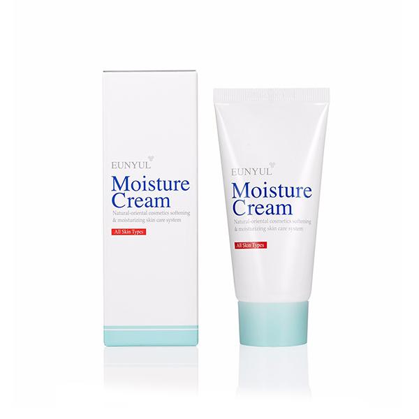 увлажняющий крем для лица eunyul moisture creamMoisture Cream. Увлажняющий крем для лица<br><br>Легкая сливочная консистенция крема делают процедуру приятной и максимально комфортной. Натуральные растительные экстракты успокаивают сухой, раздраженный и обветренный кутис. Текстура крема моментально проникает в поры, глубоко увлажняя эпидермис на всех уровнях, и связывает молекулы воды, препятствуя потере влаги в искусственно отапливаемых или проветриваемых помещениях.<br><br>Питательные вещества улучшают состояние и цвет дермы, лицо выглядит свежее и более отдохнувшим даже без макияжа.<br><br>Даже небольшого количества крема хватает, чтобы обработать все лицо. Он – очень экономичен. Средство легко распределяется по площади покрова и моментально впитывается, не оставляя неприятных стянутых ощущений и липкости.<br><br>После применения крема на поверхности образуется невидимая и не ощутимая защитная пленка, защищающая дерму не только от дегидратации, но и от агрессивных факторов окружающей среды.<br><br>Основными составными элементами крема, как и многих увлажняющих средств, являются аминокислоты и гиалуроновая кислота. Но, в отличие от многих аналогов, крем действует комплексно, решая проблему не только визуально, но и внутренне.<br><br>При системном применении вас перестанут беспокоить зуд, шелушение и другие признаки сухости. Кожа будет гладкой, ровной, увлажненной и ухоженной, без раздражений и воспалительных процессов.<br><br><br>Характеристики товара<br><br><br><br><br>Возраст<br><br>все<br><br><br><br>Тип кожи<br><br>сухая; обезвоженная; чувствительная<br><br><br><br>Функции<br><br>устранение шелушений; увлажнение; питание<br><br><br><br>Несовершенства<br><br>шелушения; сухость и обезвоживание<br><br><br><br><br><br>Способ применения:&amp;nbsp;на предварительно умытое и обработанное тонером, сухое лицо точечно нанесите небольшое количество средства. Нежными движениями, не растягивая дерму, распределите крем по всей поверхности, избегая области глаз и губ, и остав