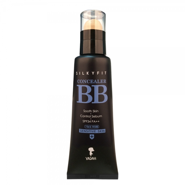 bb крем для чувствительной кожи лица yadah silky fit concealer bb sensitive skinSilky Fit Concealer BB Sensitive Skin. BB крем для чувствительной кожи лица<br><br>Уникальное средство 2-в-1! ББ-крем, под крышечкой которого находится консилер. Их сочетание позволяет визуально улучшить внешний вид чувствительной и проблемной кожи: успокаивает и снимает покраснения, а при регулярном применении и оздоравливает ее.<br><br>Каждое средство скрывает различные несовершенства, дополняя друг друга: акне и пост-акне, расширенные поры и темные круги под глазами – с этими и другими неприятностями на коже помогает справиться Silky Fit Concealer BB Sensitive Skin.<br><br>Помимо прекрасных маскирующих способностей, средства обладают и уходовым действием. Сразу после нанесения на кожу увлажняют ее и успокаивают, защищают от ультрафиолета и появления пигментации.<br><br>В составе ББ-крема аллантоин – компонент с мощным регенерирующим действием, ускоряет восстановление кожи, смягчает и увлажняет ее, успокаивает, снимает болевой синдром при раздражениях.&amp;nbsp; &amp;nbsp;<br><br>Экстракт алоэ вера оказывает противовоспалительное, антибактериальное, противовирусное, а также противогрибковое действие, способствует более быстрому заживлению различных кожных воспалений и предупреждает появление новых. Также регулирует работу сальных желез и предупреждает появление жирного блеска, способствует сужению пор.<br><br>Экстракт опунции увлажняет и успокаивает кожу, защищает ее от агрессивного воздействия ультрафиолета и от пересыхания.<br><br>Солнцезащитный фильтр SPF34 PA++ позволяет не переживать о появлении ожогов и пигментации даже в самый солнечный день.<br><br>Система 5 FREE – в составе средств НЕТ парабенов, бензофенона, минеральных масел, продуктов животного происхождения, искусственных красителей.<br><br>Способ применения: Нанести ББ-крем, равномерно распределить его, затем точечно нанести консилер и аккуратно растушевать.<br><br>Объём: 35 мл + 10 мл<br><br>Характеристики товара:<br><br