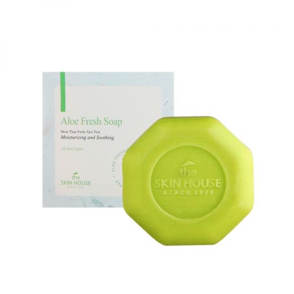 увлажняющее мыло с экстрактом алое the skin house aloe fresh soapAloe Fresh Soap. Увлажняющее мыло с экстрактом алое<br><br>Мыло образует густую невесомую пену, действие которой состоит в:<br><br><br>Высококачественном очищении кожных покров от неизбежных ежедневных загрязнений (не наносит повреждений при этом);<br><br>Отличном снятии макияжа;<br><br>Выравнивании показателей рН кожи;<br><br>Удалении омертвевших частиц;<br><br>Быстром выравнивании текстуры эпидермиса;<br><br>Повышении эластичности;<br><br>Защите от внешнего воздействия;<br><br>Плюс не стягивает кожу.<br><br><br>Представленное мыло от знаменитого бренда обогащено лечебным алоэ.<br><br>Экстракт известного растения – комплекс из 160-ти аминокислот, витаминов, минералов, которые моментально напитывают кожу, уплотняют ее каркасный барьер.<br><br>Данному экстракту присущи бактериостатические, бактерицидные, восстанавливающие свойства. Он предотвращает нежелательные воспалительные процессы, способствует активации кровообращения, очищает поры, стимулирует регенерацию, размягчает и эффективно отшелушивает омертвевший эпидермис.<br><br>Обладает увлажняющими, смягчающими, разглаживающими свойствами и др.<br><br>Цвет вашего лица станет здоровее и свежее благодаря мылу, оно придаст необыкновенную гладкость, нежность коже, ощутимую при прикосновениях.<br><br>Пользуйтесь данным продуктом ежедневно. Подходит для различной кожи, даже чувствительного типа.<br><br>Способ применения: предварительно увлажните лицо, размыльте средство до возникновения пены, нанесите на поверхность лица, после смойте не сильно горячей водой.<br><br>Вес: 90 г<br><br>Вес г: 90.00000000